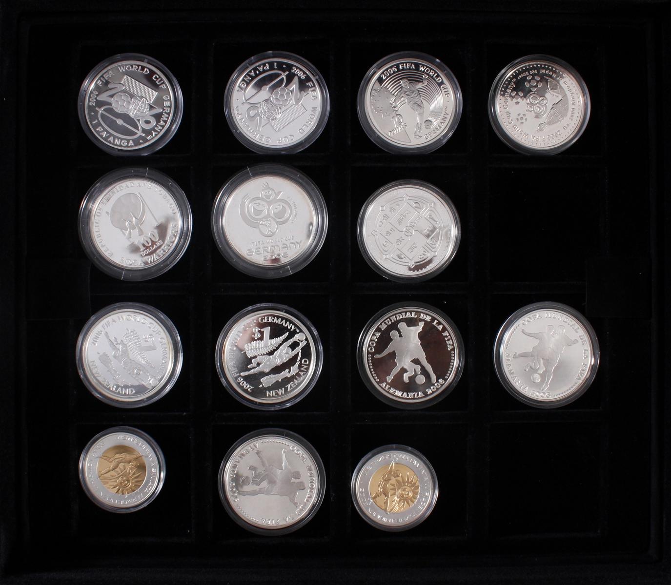 Die offiziellen Silber-Gedenkmünzen der Fifa Fußballweltmeisterschaft Deutschland 2006-3