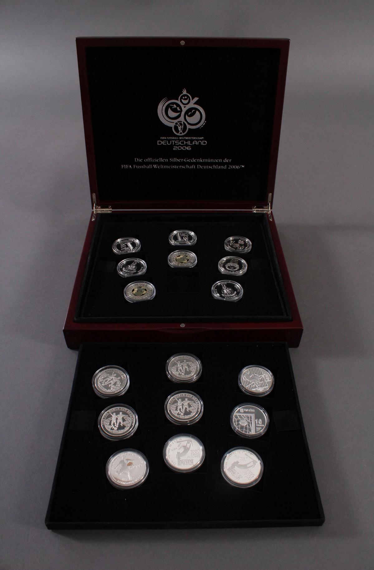 Die offiziellen Silber-Gedenkmünzen der Fifa Fußballweltmeisterschaft Deutschland 2006
