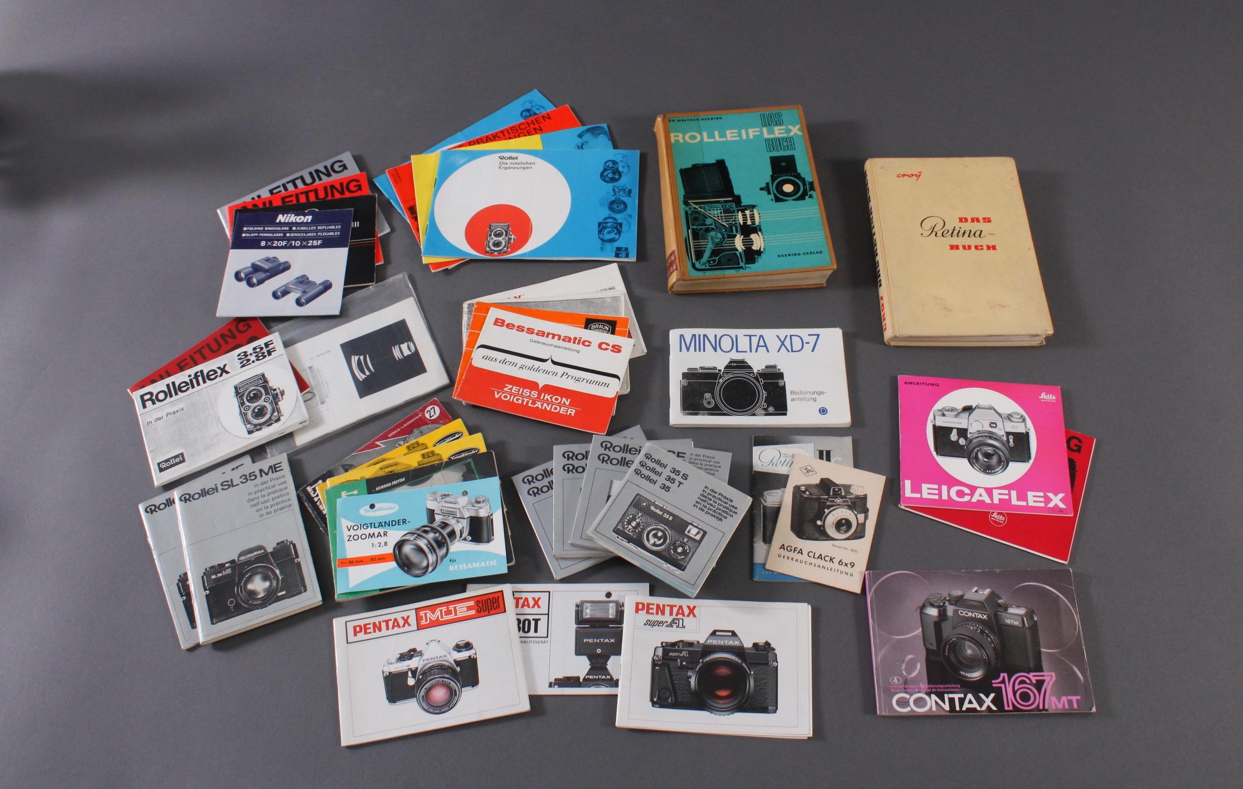 Konvolut Bedienungsanleitungen und Literatur für Fotoapparate