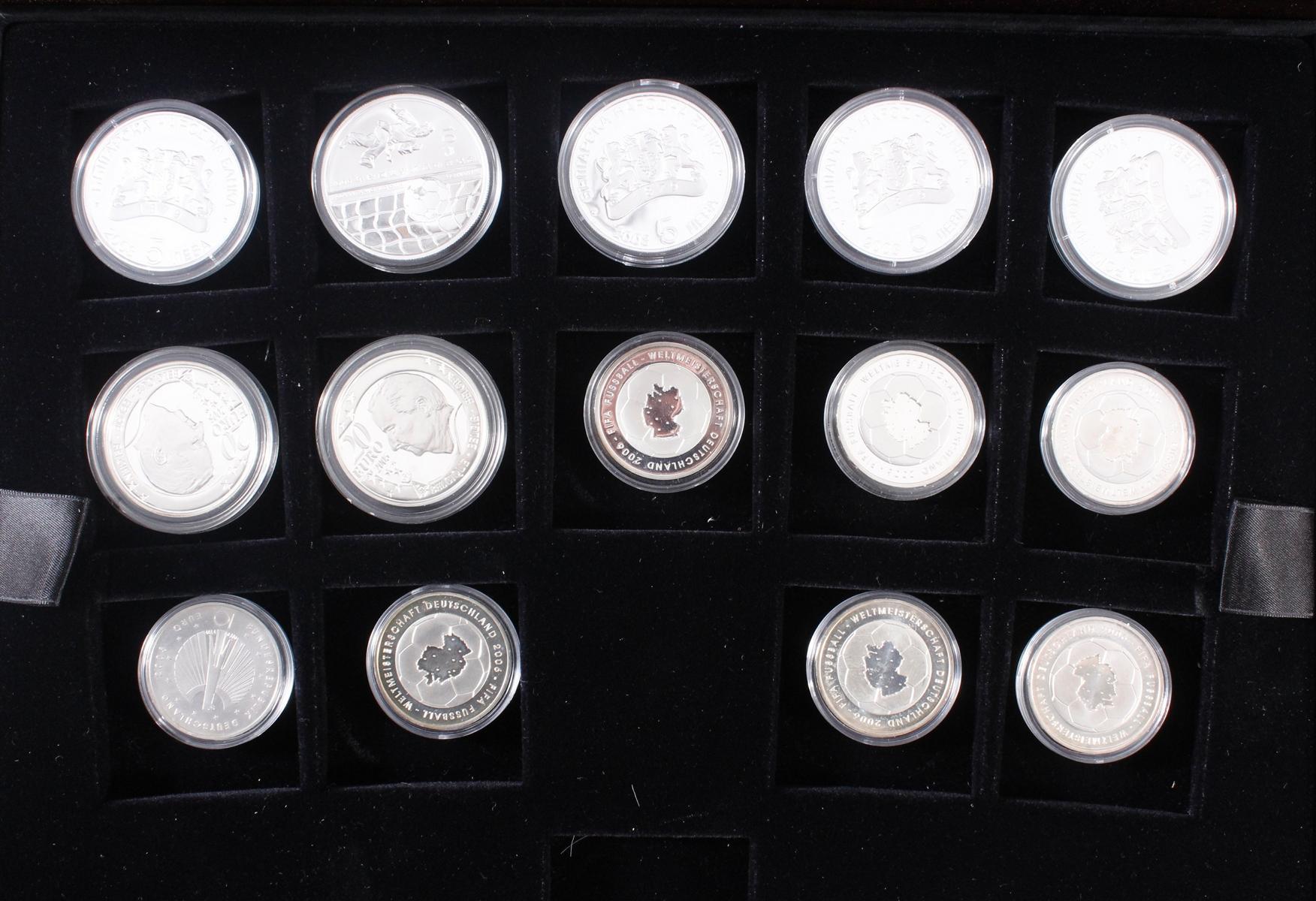 Die offiziellen Silber-Gedenkmünzen der Fifa Fußballweltmeisterschaft Deutschland 2006-2