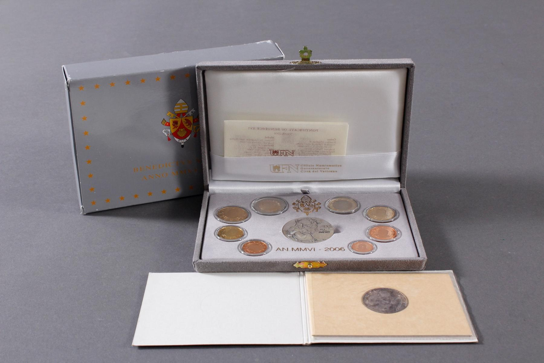Vatikan Kursmünzensatz 2006 und 1000 Lire 1978