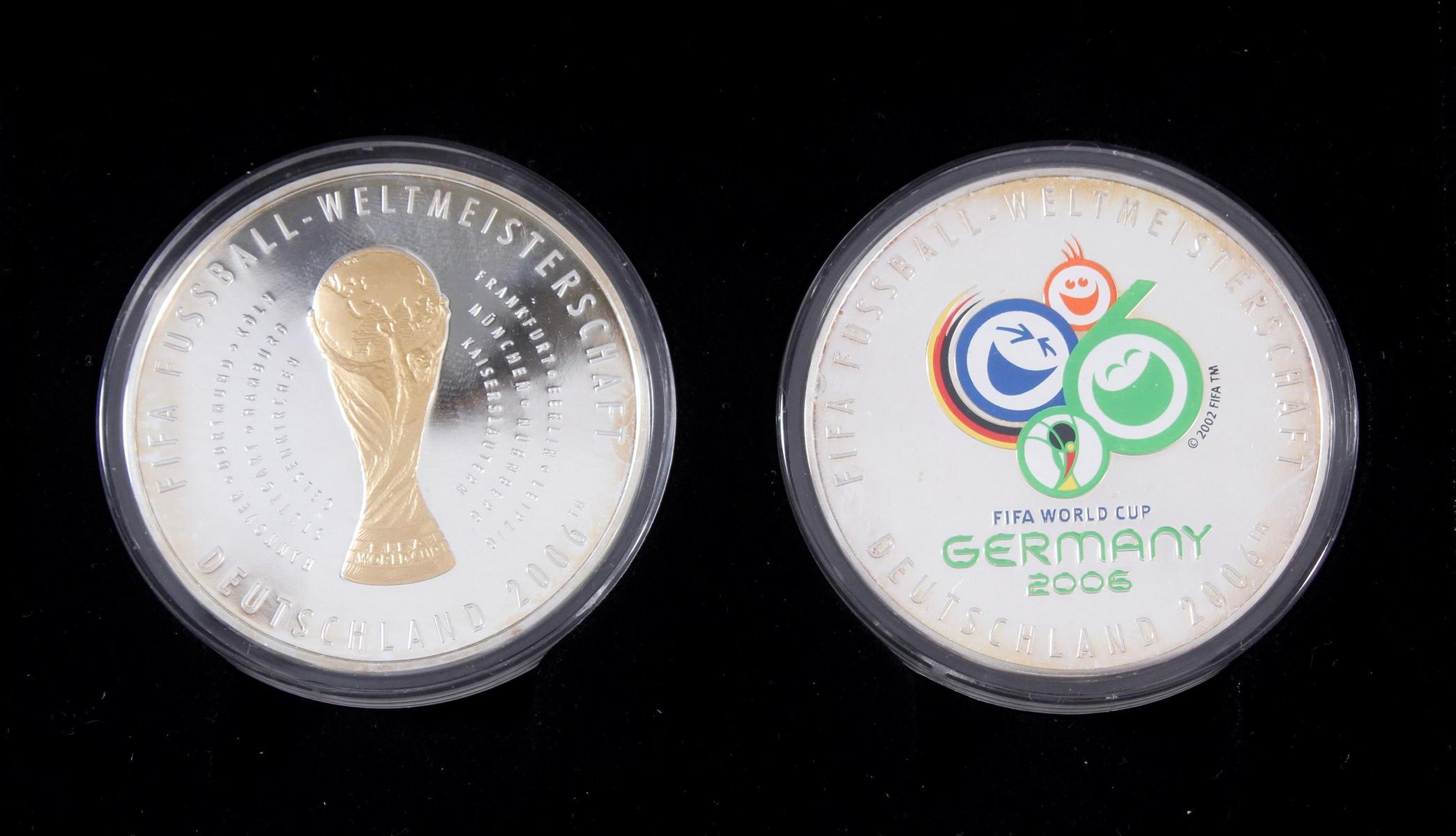Die offiziellen Silber-Gedenkmünzen der Fifa Fußball-Weltmeisterschaft Deutschland 2006-2