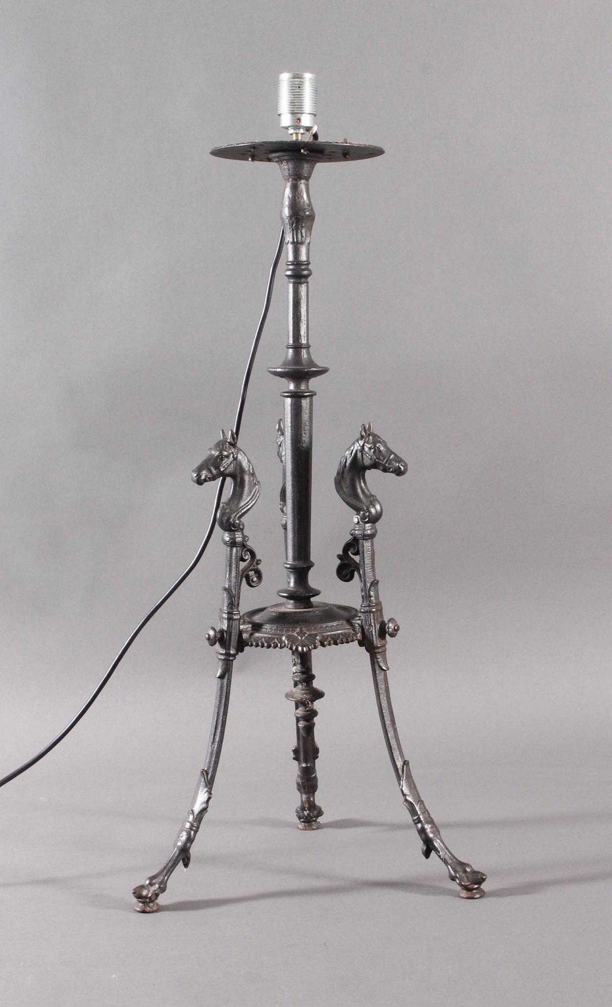Eisenfuß um 1900, als Lampe umfunktioniert-2