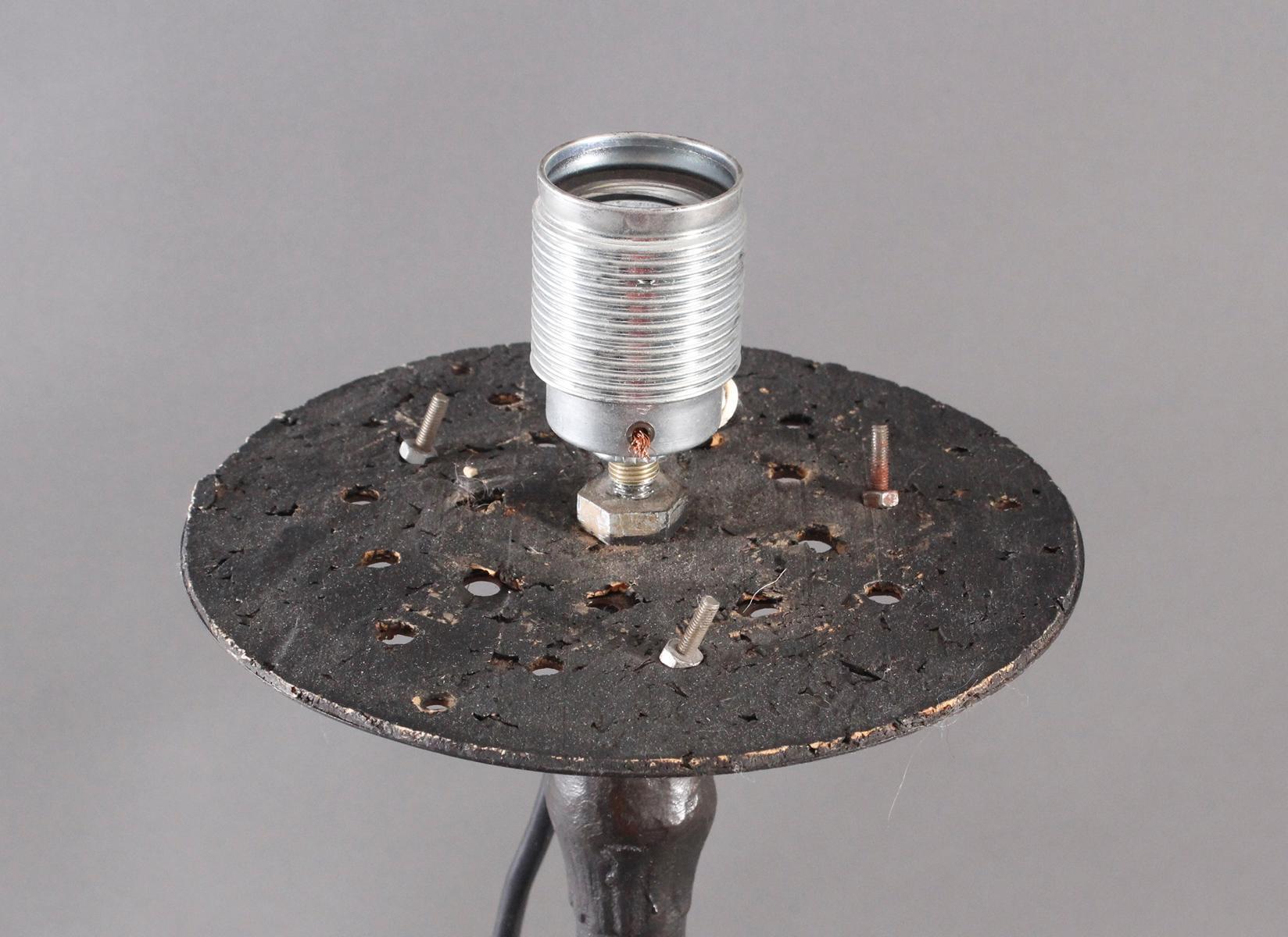 Eisenfuß um 1900, als Lampe umfunktioniert-3