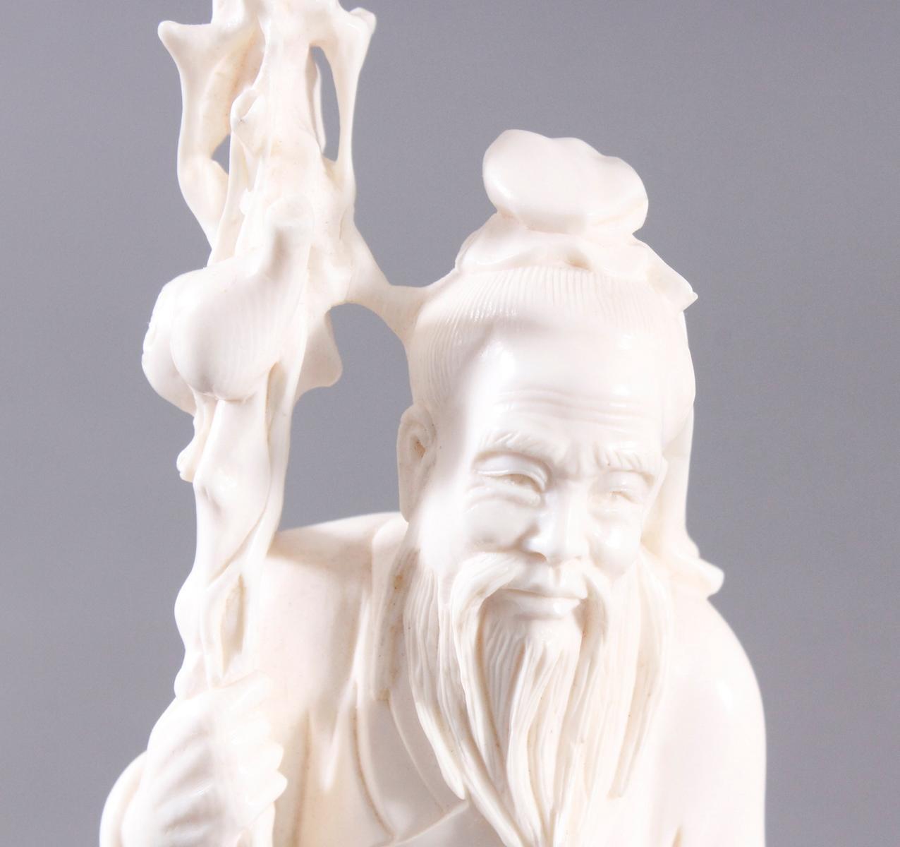 Elfenbeinskulptur, alter Mann mit Stock-5