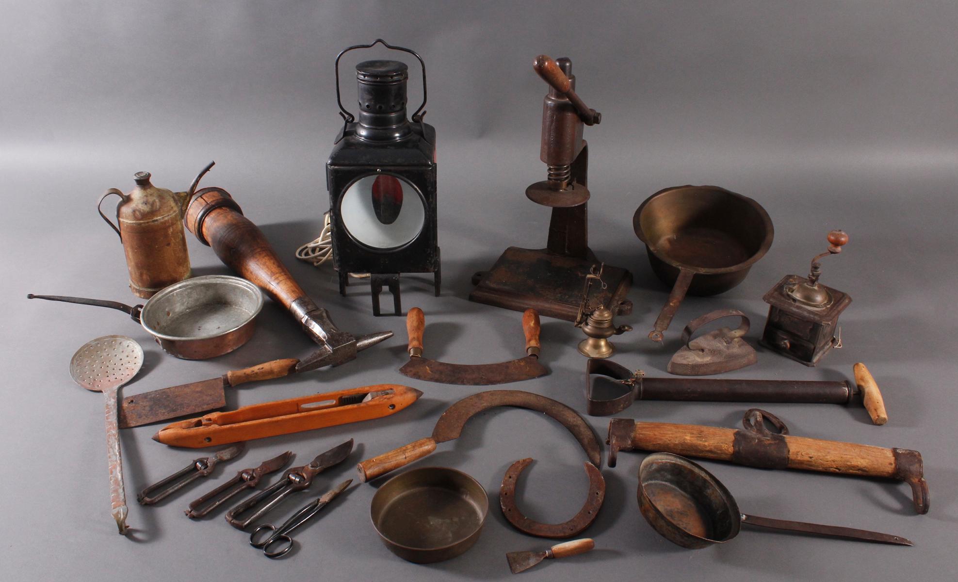 Antike Werkzeuge, Gebrauchs- und Dekorationsgegenstände