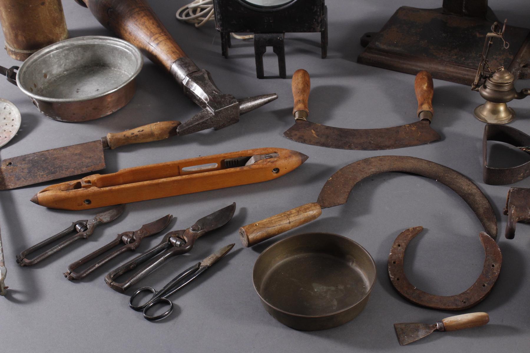 Antike Werkzeuge, Gebrauchs- und Dekorationsgegenstände-3