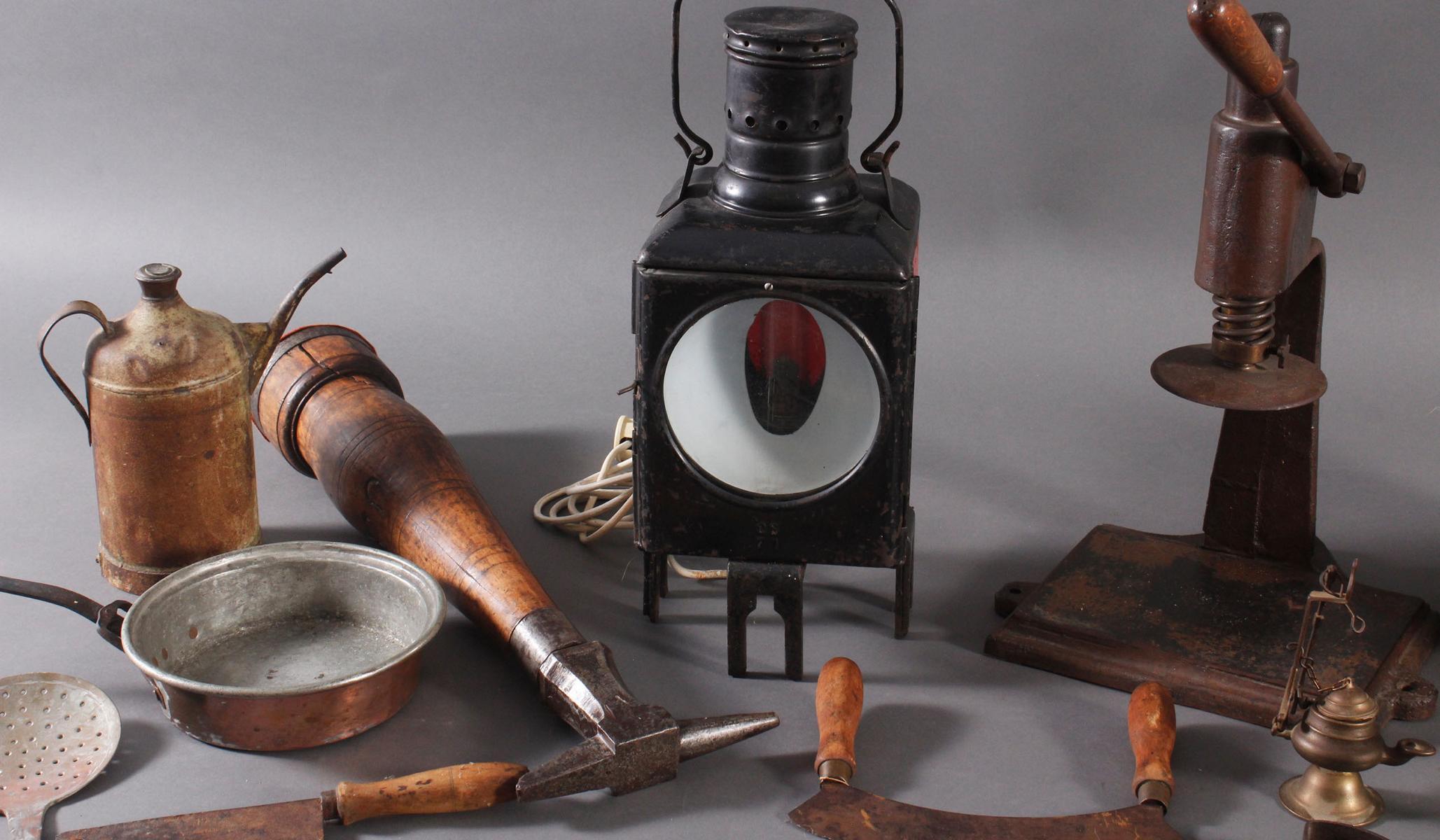 Antike Werkzeuge, Gebrauchs- und Dekorationsgegenstände-4