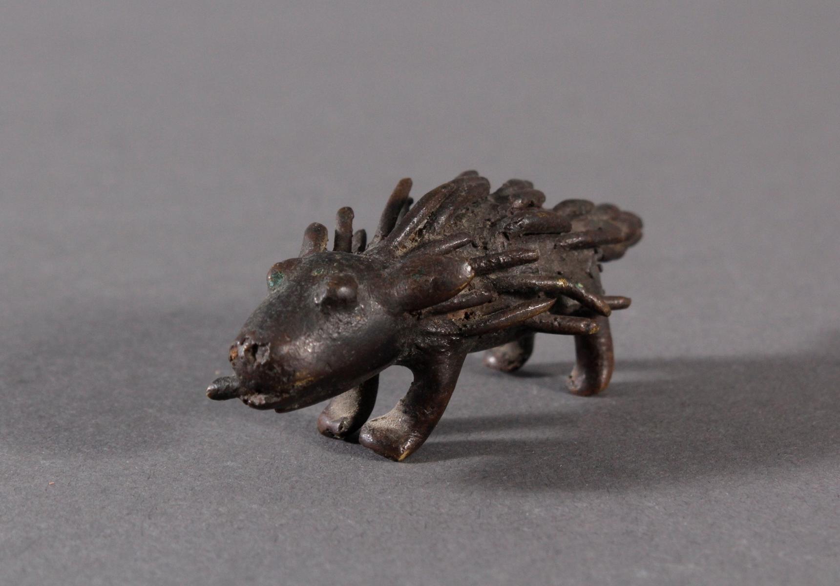 Antike Bronzeskulptur eines Stachelschweins mit dunkler Patina-2