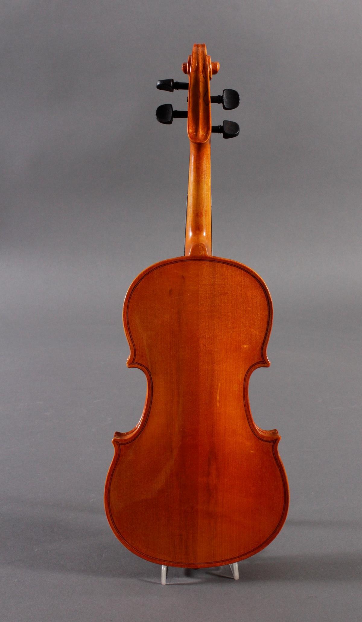 Deko-Geige und russischer Lackdose-5