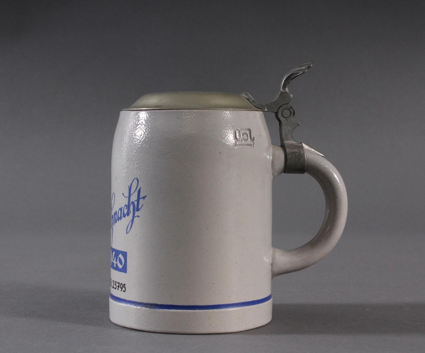 Bierkrug mit Zinndeckel, Kriegsweihnacht 1940-2