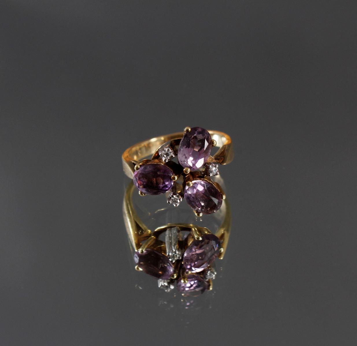 Damenring mit 3 kleinen Diamanten und 3 facettierten Amethysten, 14 kt Gelbgold-2