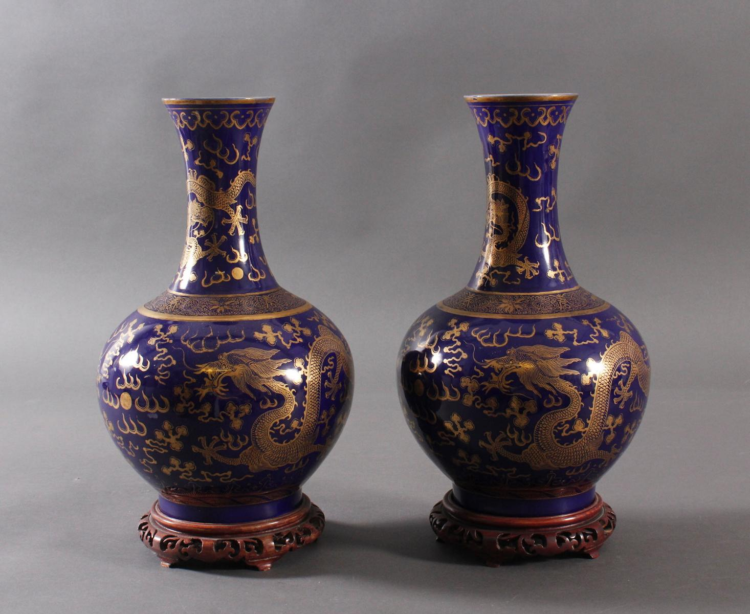 Paar 'Powder Blue' Porzellan Vasen, Qing Dynastie (1875-1908)-3