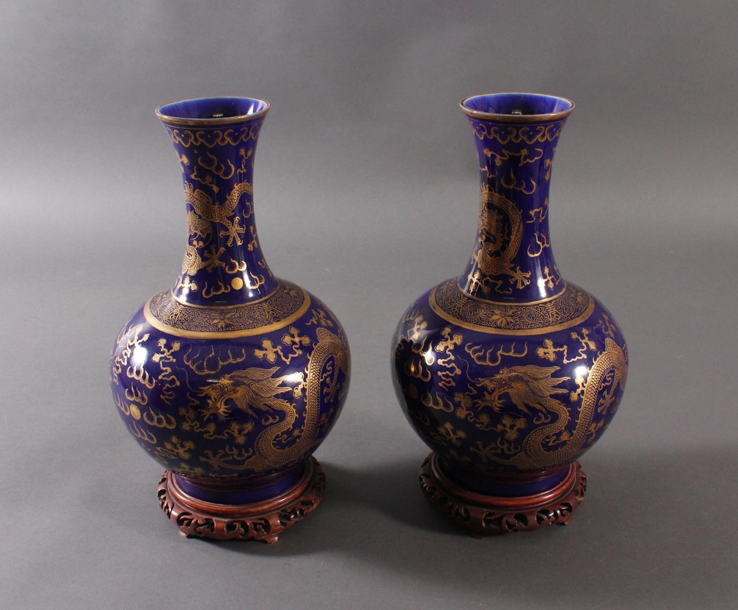 Paar 'Powder Blue' Porzellan Vasen, Qing Dynastie (1875-1908)-6