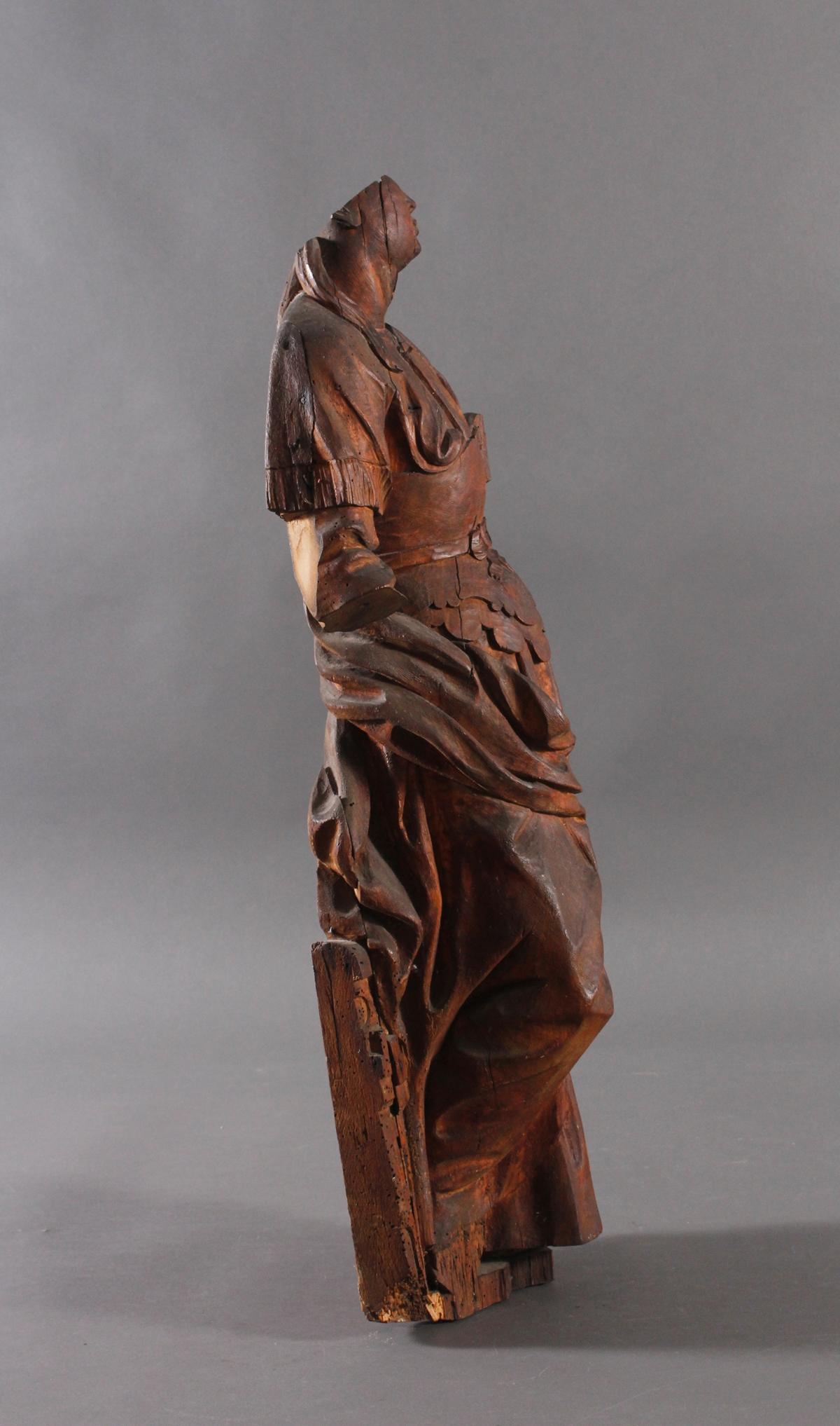 Figur einer Heiligen-2