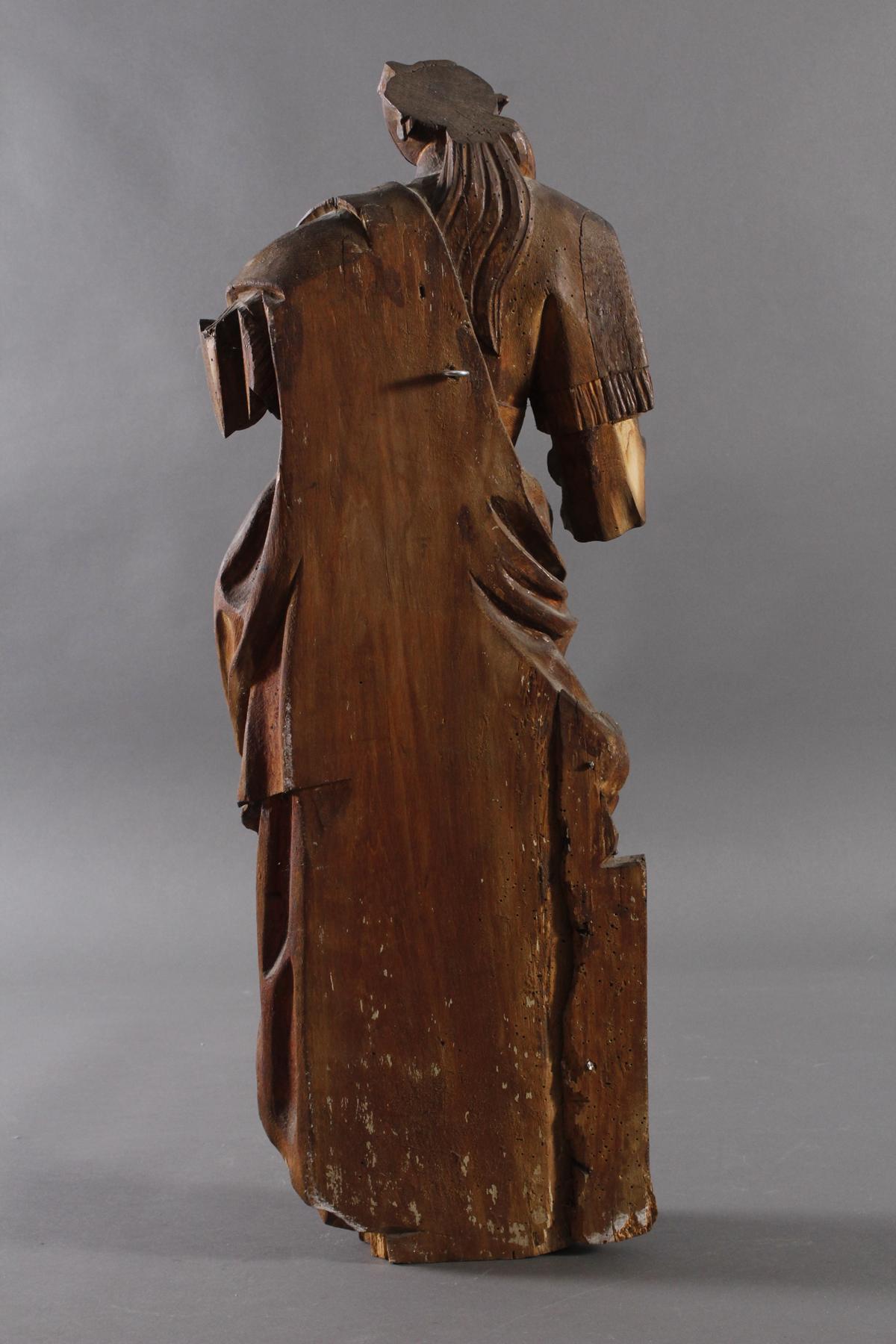 Figur einer Heiligen-3