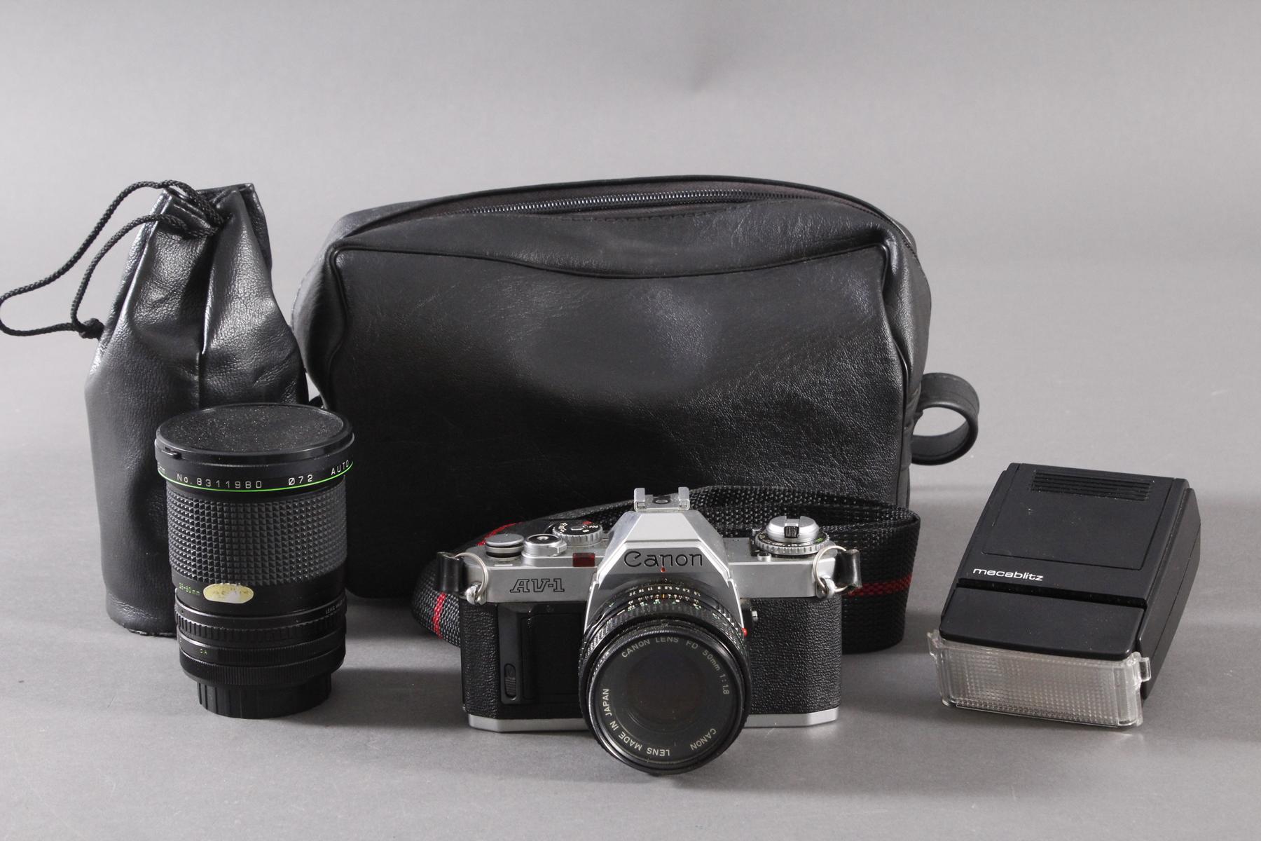 Canon AV 1 mit 2 Objektiven, Zustazblitz und Tasche