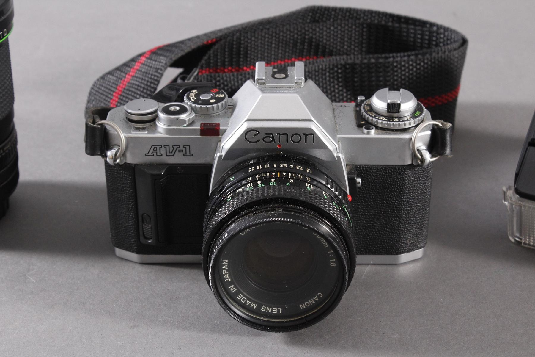 Canon AV 1 mit 2 Objektiven, Zustazblitz und Tasche-2