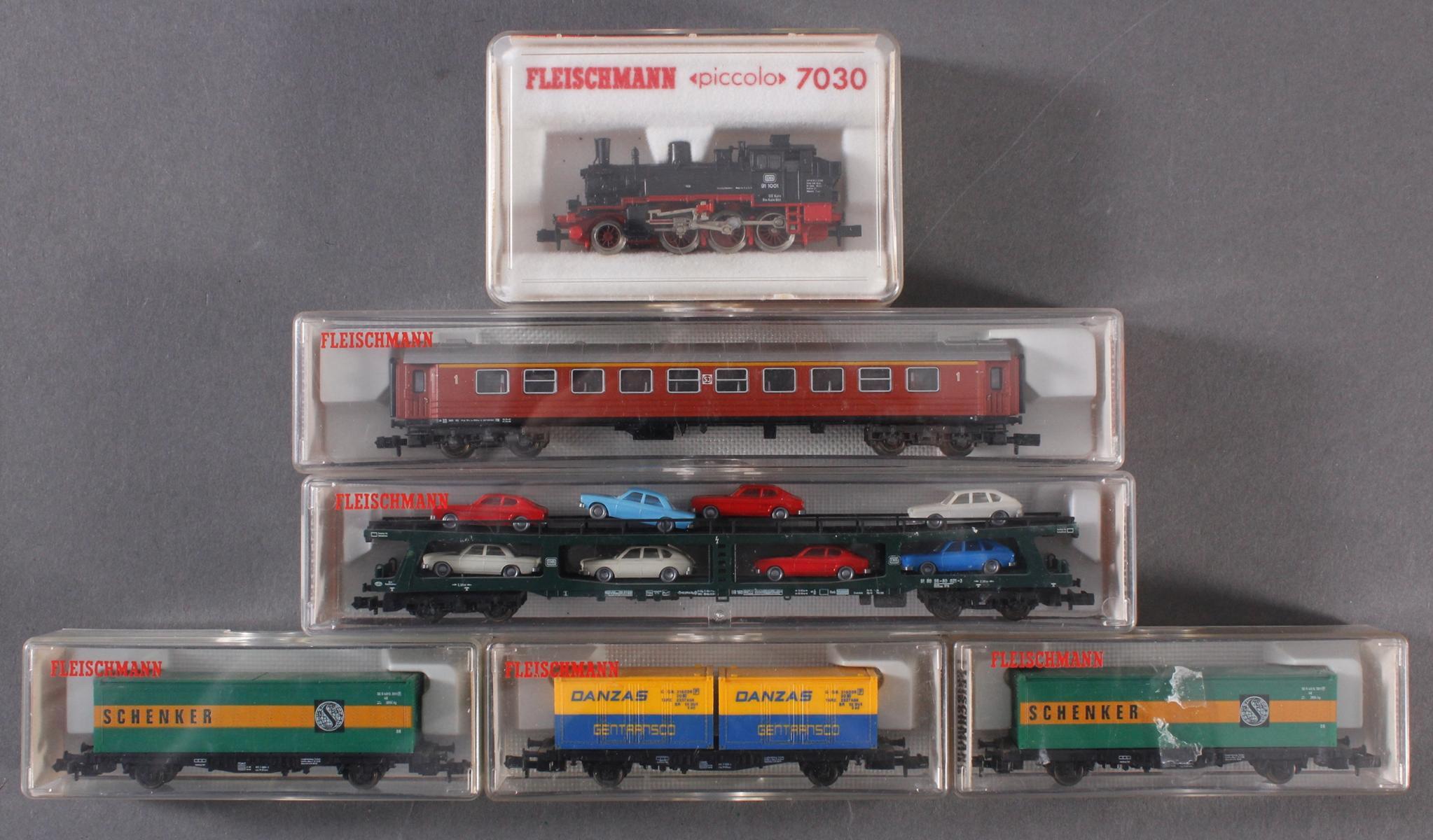 Fleischmann Dampf-Lok Piccolo 7030 mit 5 Waggons