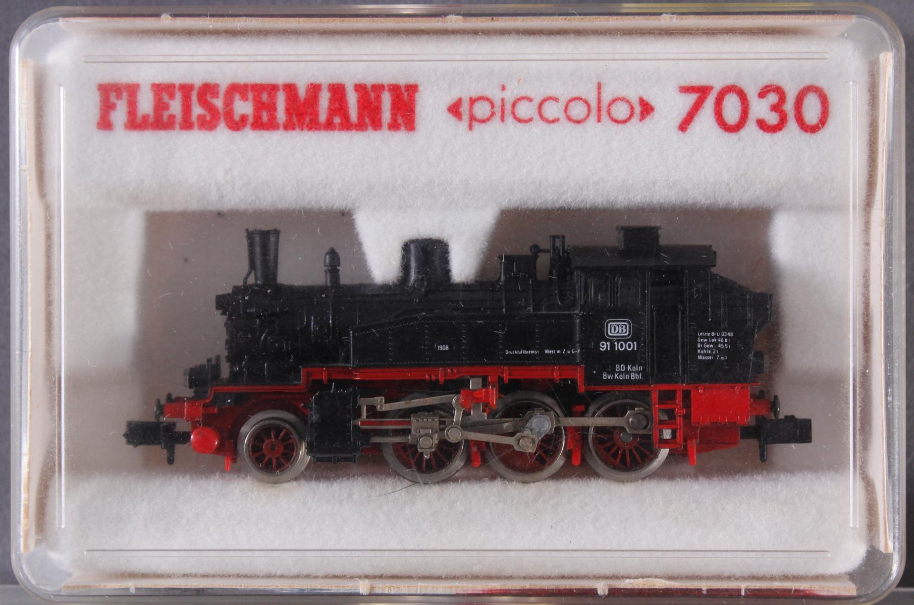 Fleischmann Dampf-Lok Piccolo 7030 mit 5 Waggons-2