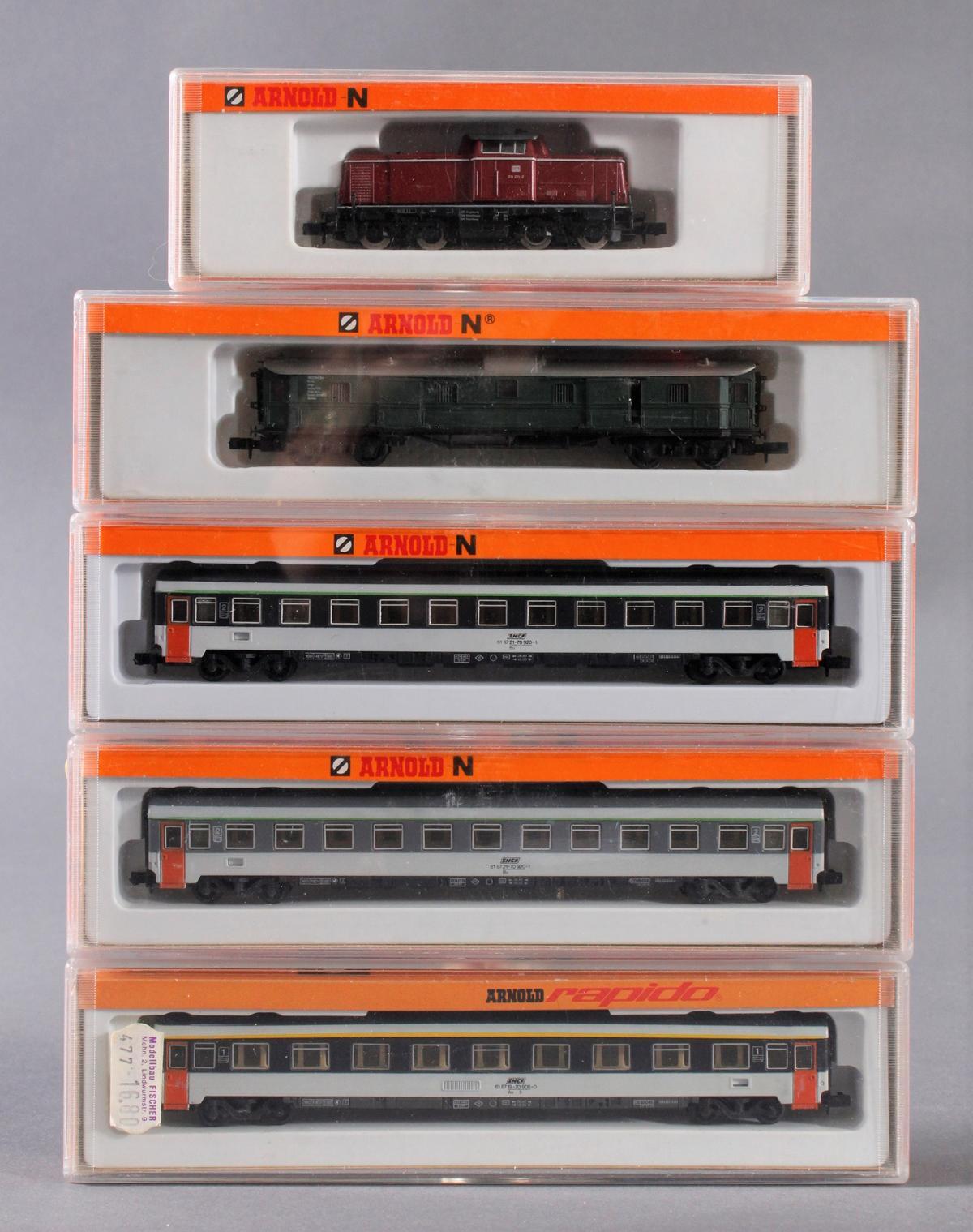 Arnold E-Lok 2011 mit 4 Personenwaggons