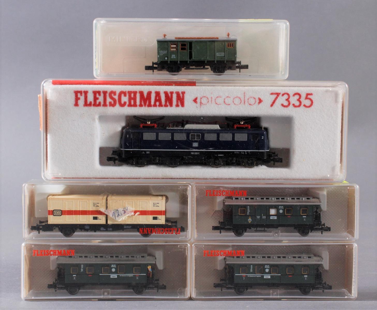Fleischmann E-Lok 7335 mit 5 Waggons