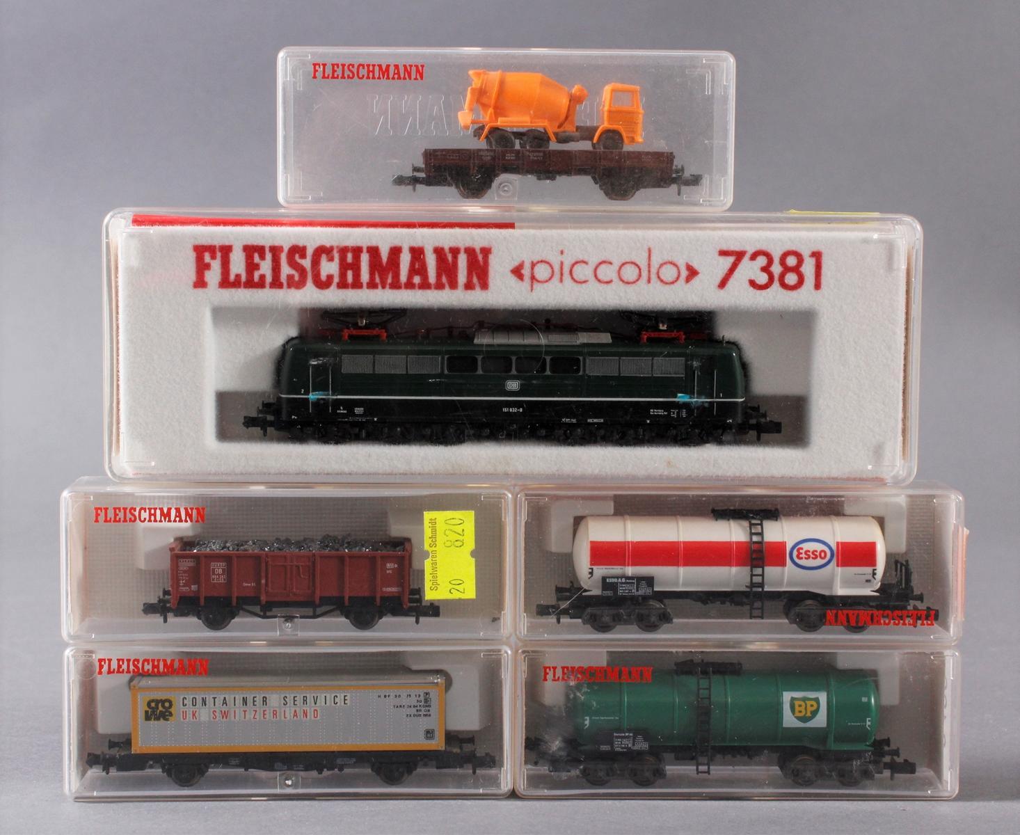 Fleischmann E-Lok 7381 mit 5 Güterwaggons