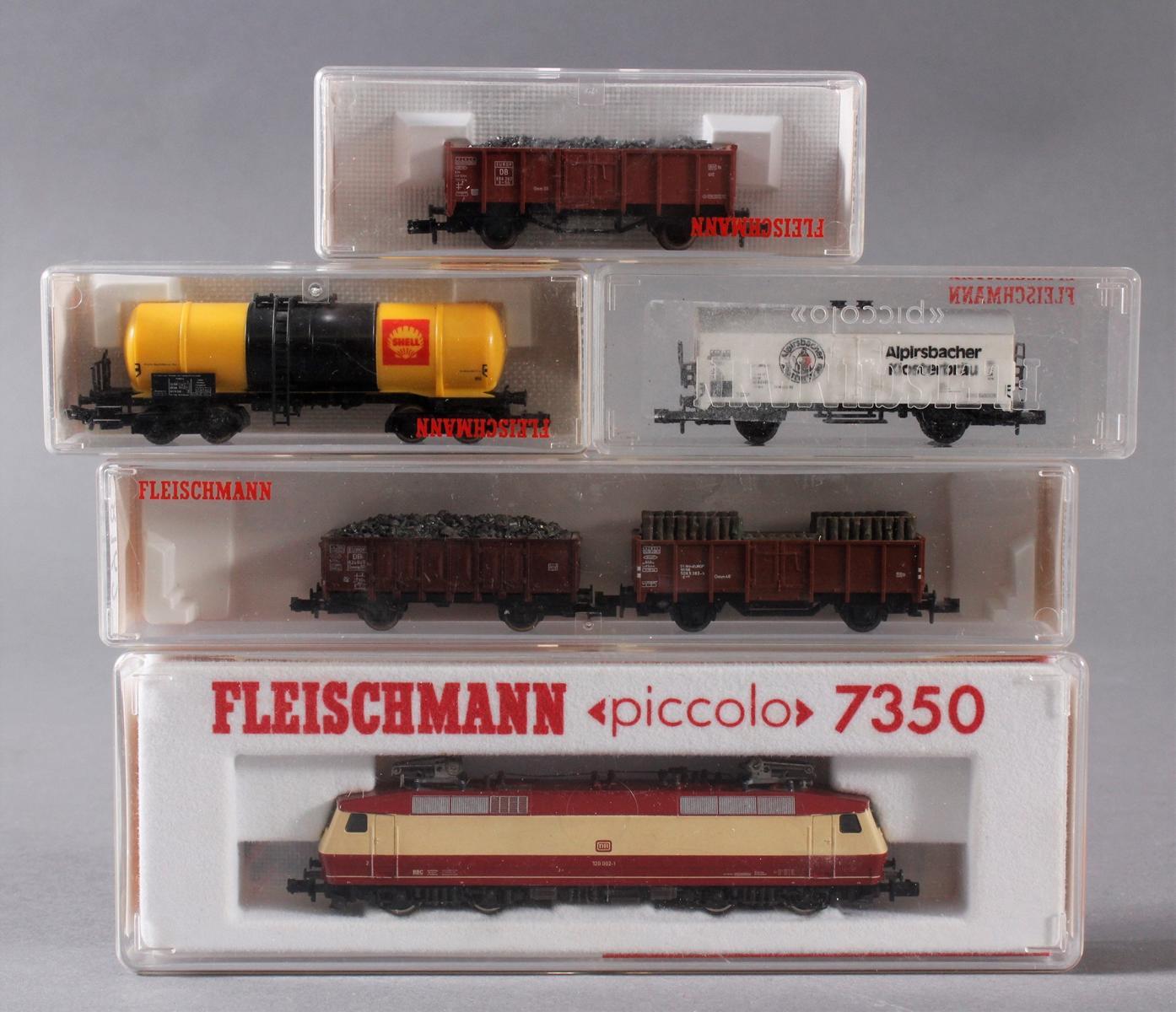 Fleischmann E-Lok 7350 mit 5 Güterwaggons