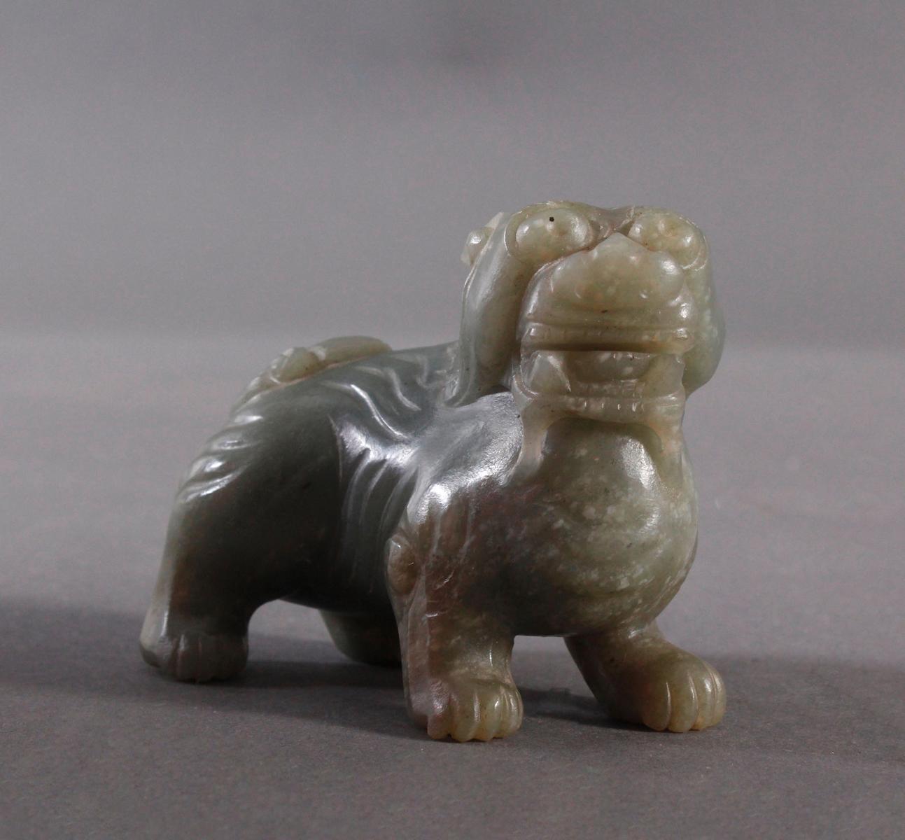 Foo-Hund aus dunkler Jade, China 19. Jh.