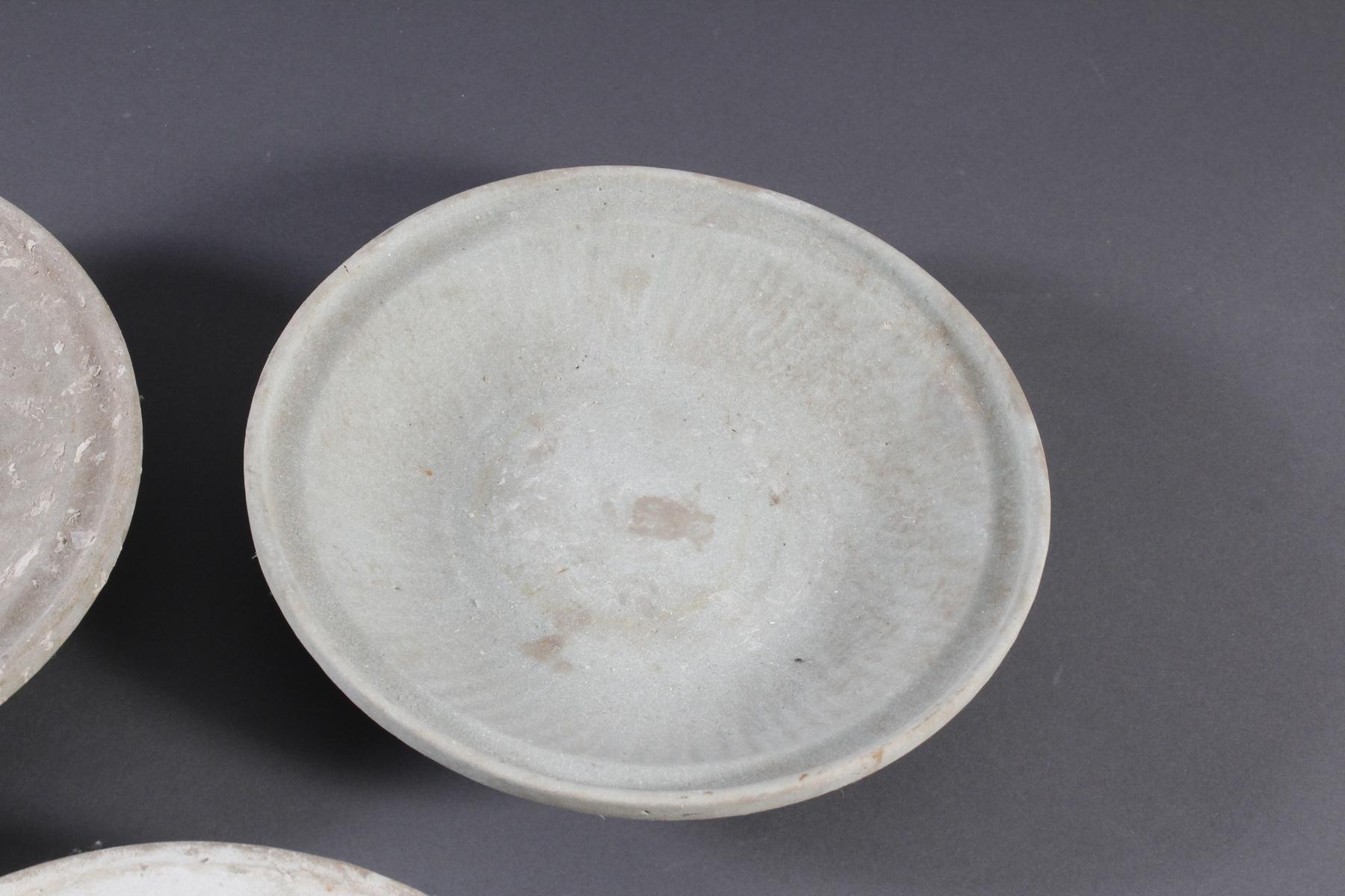 5 Teller, Ankor-Periode 12./13. Jahrhundert, Kambodscha-4