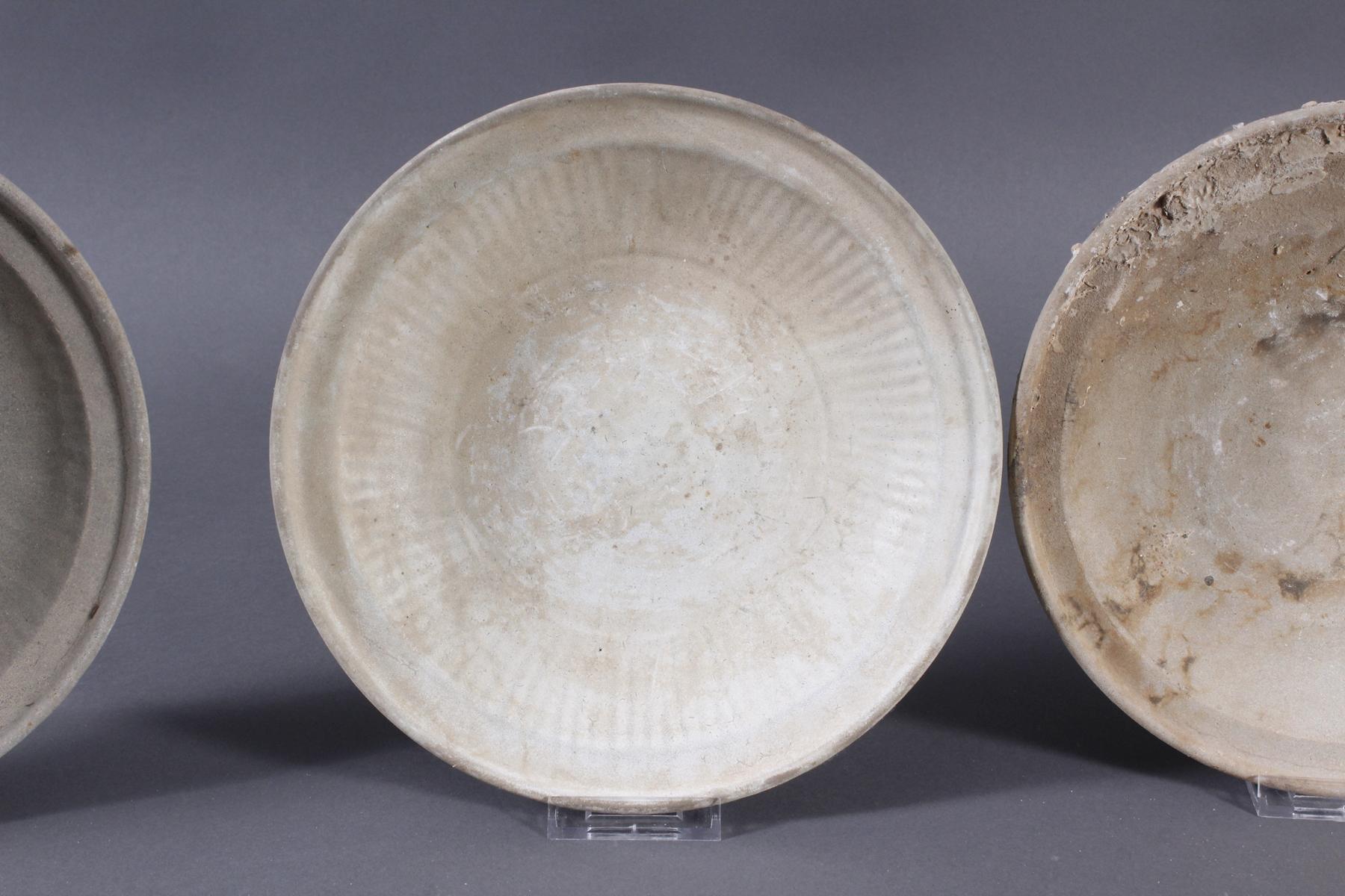 4 Teller, Ankor-Periode 12./13. Jahrhundert, Kambodscha-3