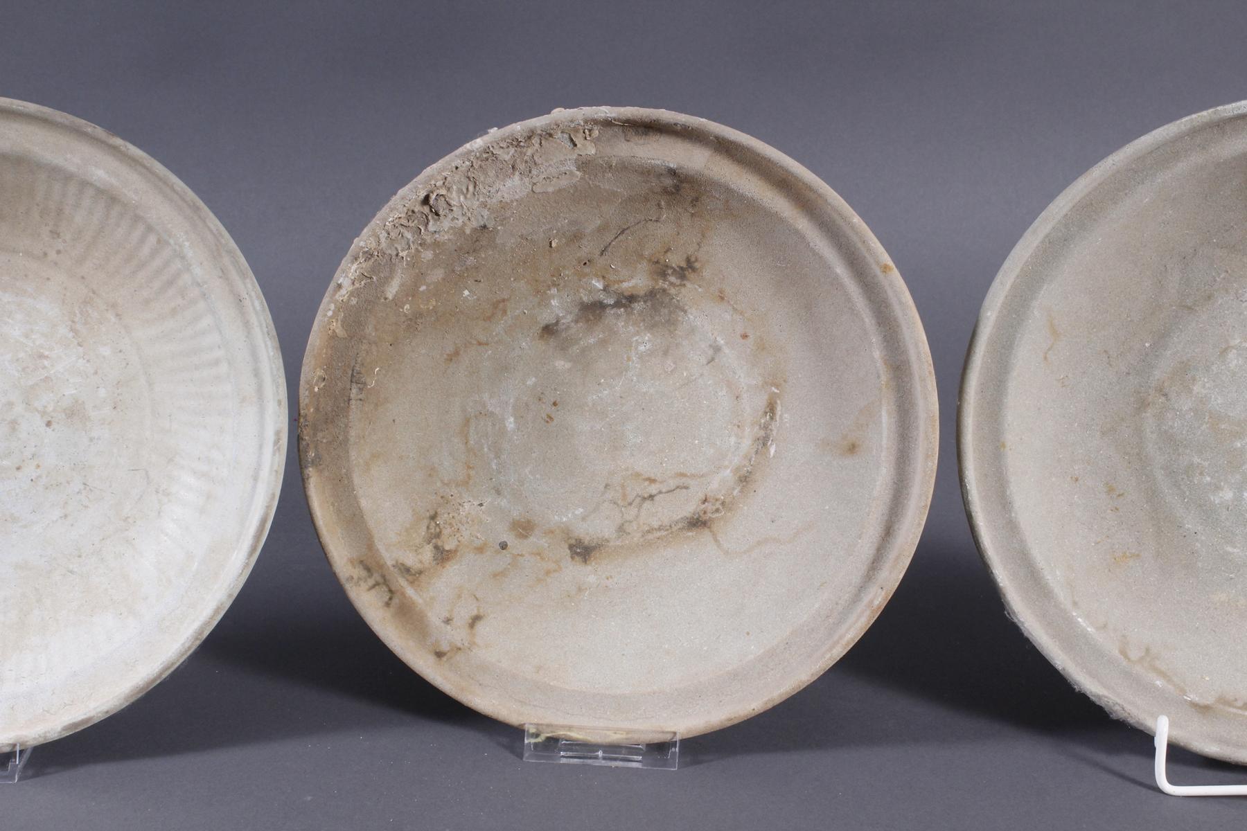 4 Teller, Ankor-Periode 12./13. Jahrhundert, Kambodscha-4