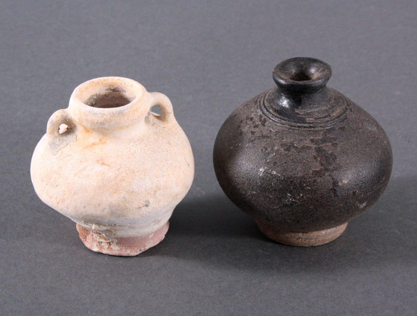 2 kleine Vorratsgefäße, Ankor-Periode 12./13. Jahrhundert, Kambodscha