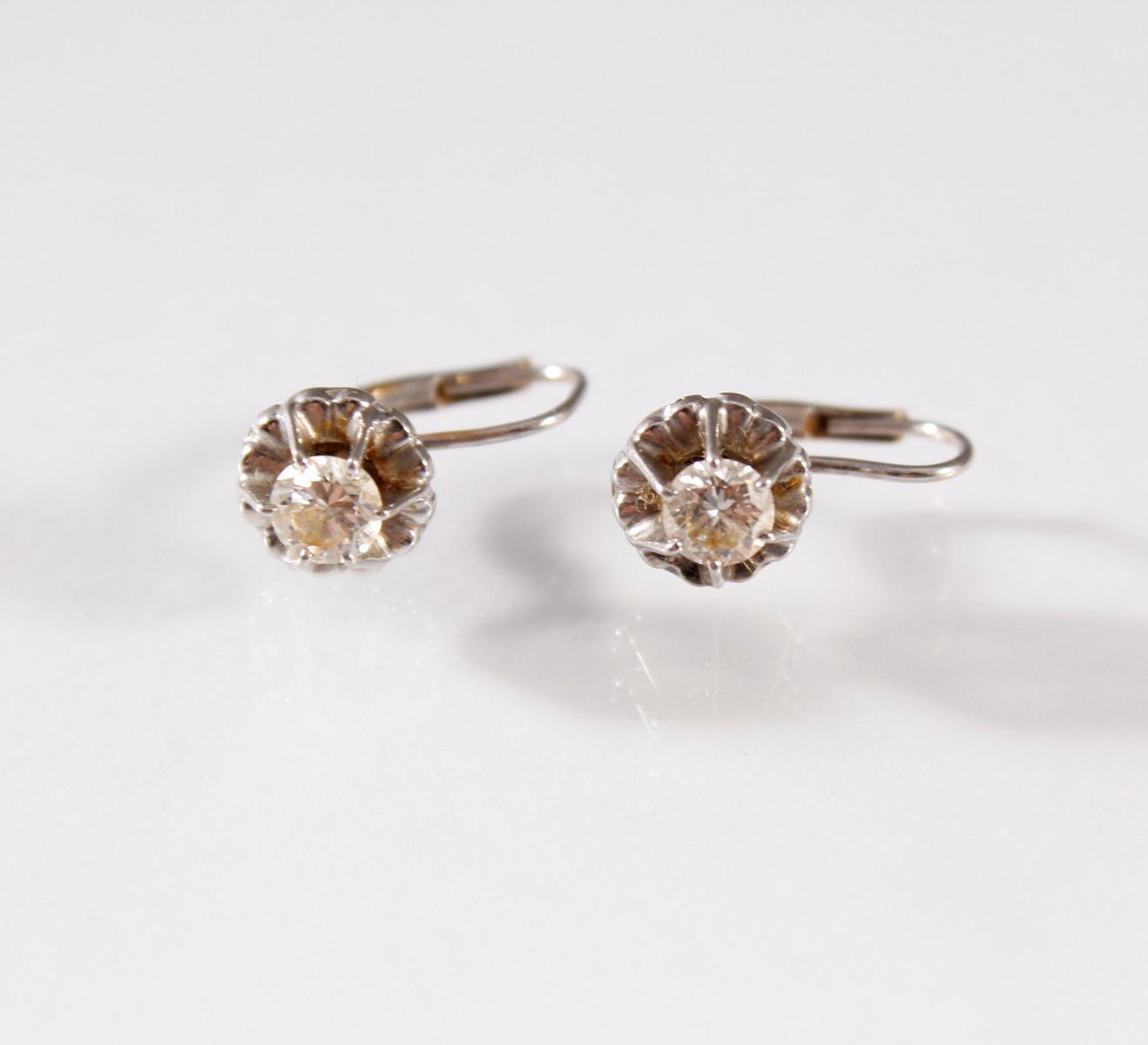 Paar Weißgold-Ohrringe mit Diamanten, 18 Karat