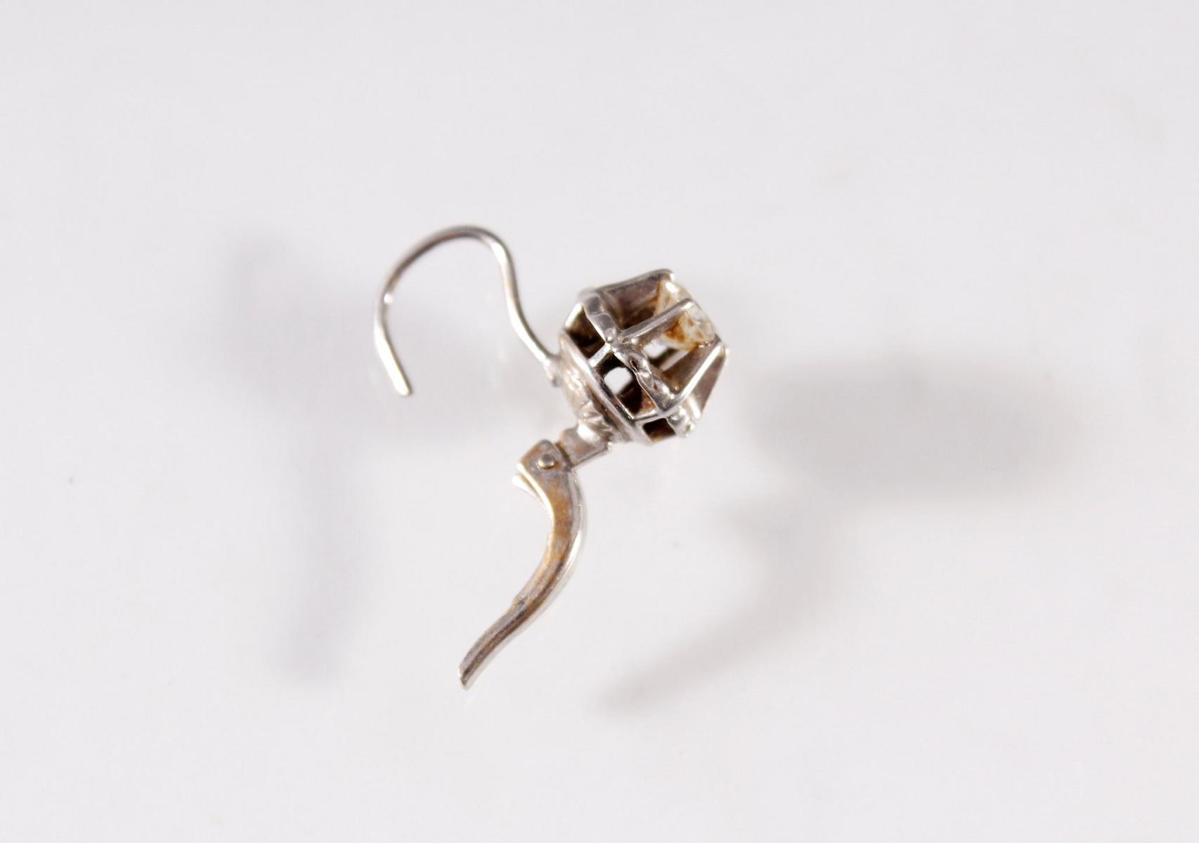 Paar Weißgold-Ohrringe mit Diamanten, 18 Karat-3