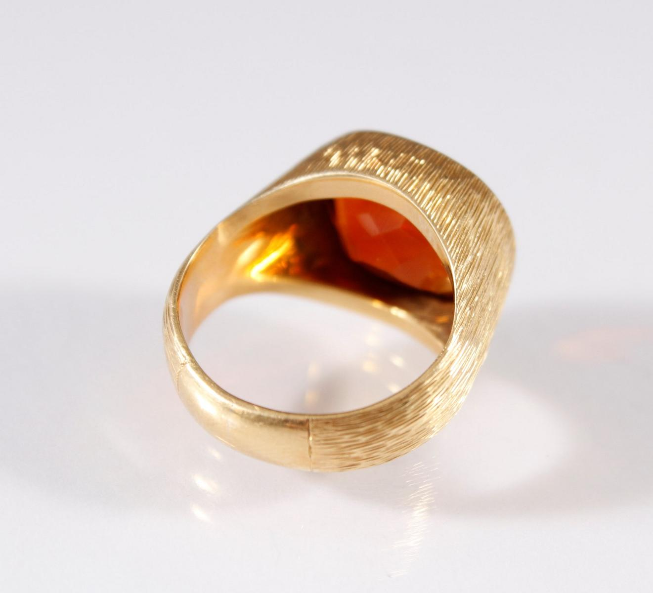 Damenring mit großem Topas, 18 Karat Gelbgold-2