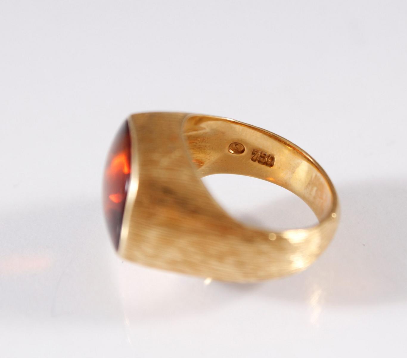 Damenring mit großem Topas, 18 Karat Gelbgold-3