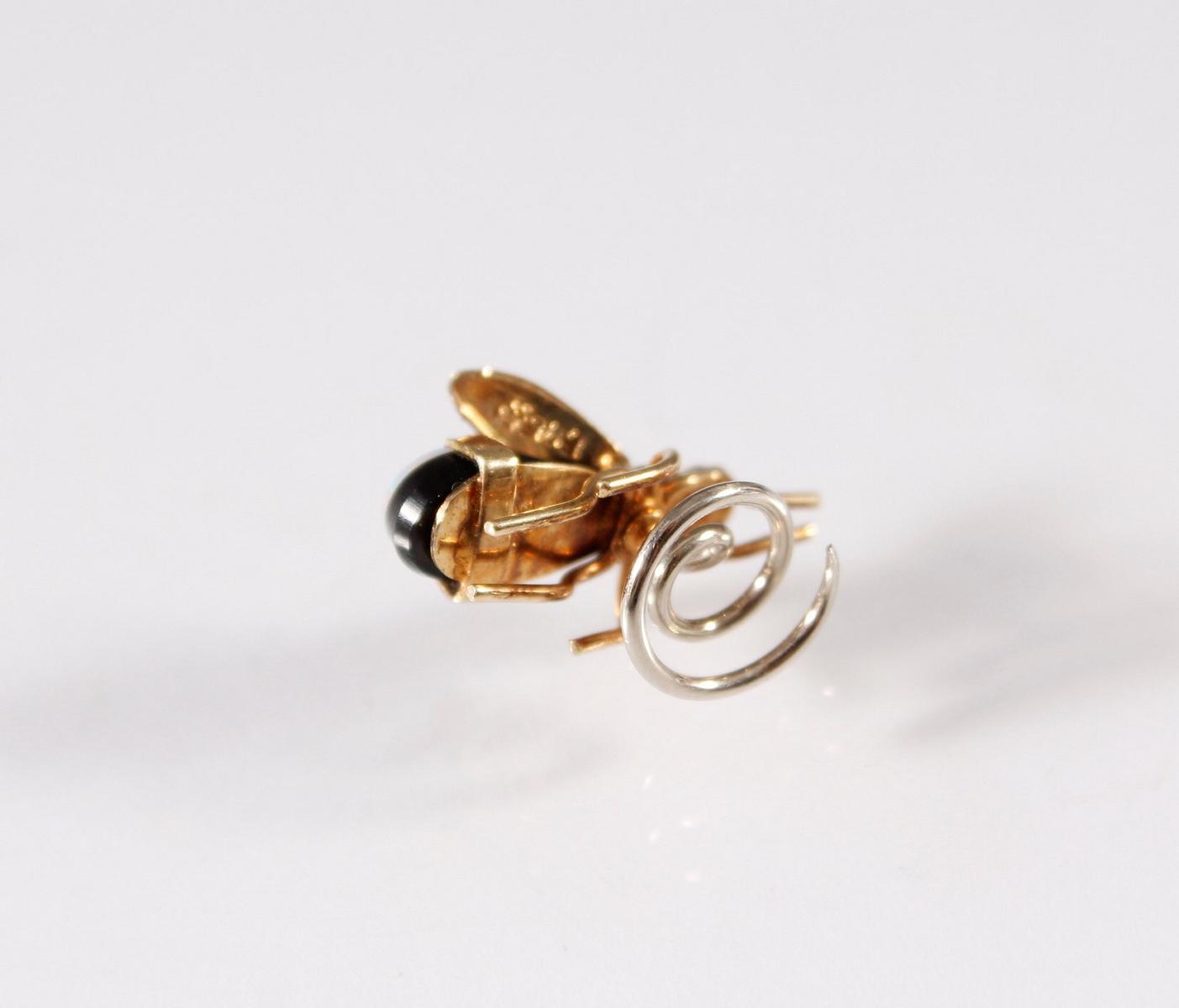Kleines Schmuckstück in Form einer Fliege, 18 Karat Gelb- und Weißgold-3