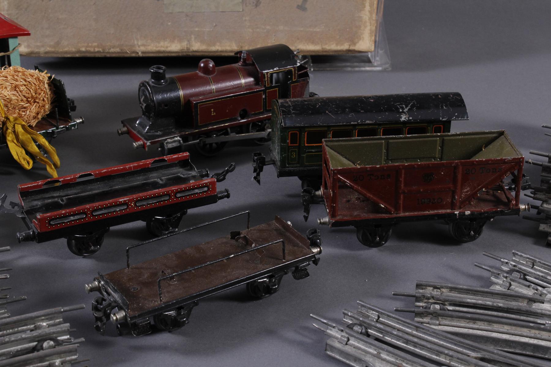 Märklin Eisenbahn Spur H0, elektrisch und Uhrwerkantrieb-4