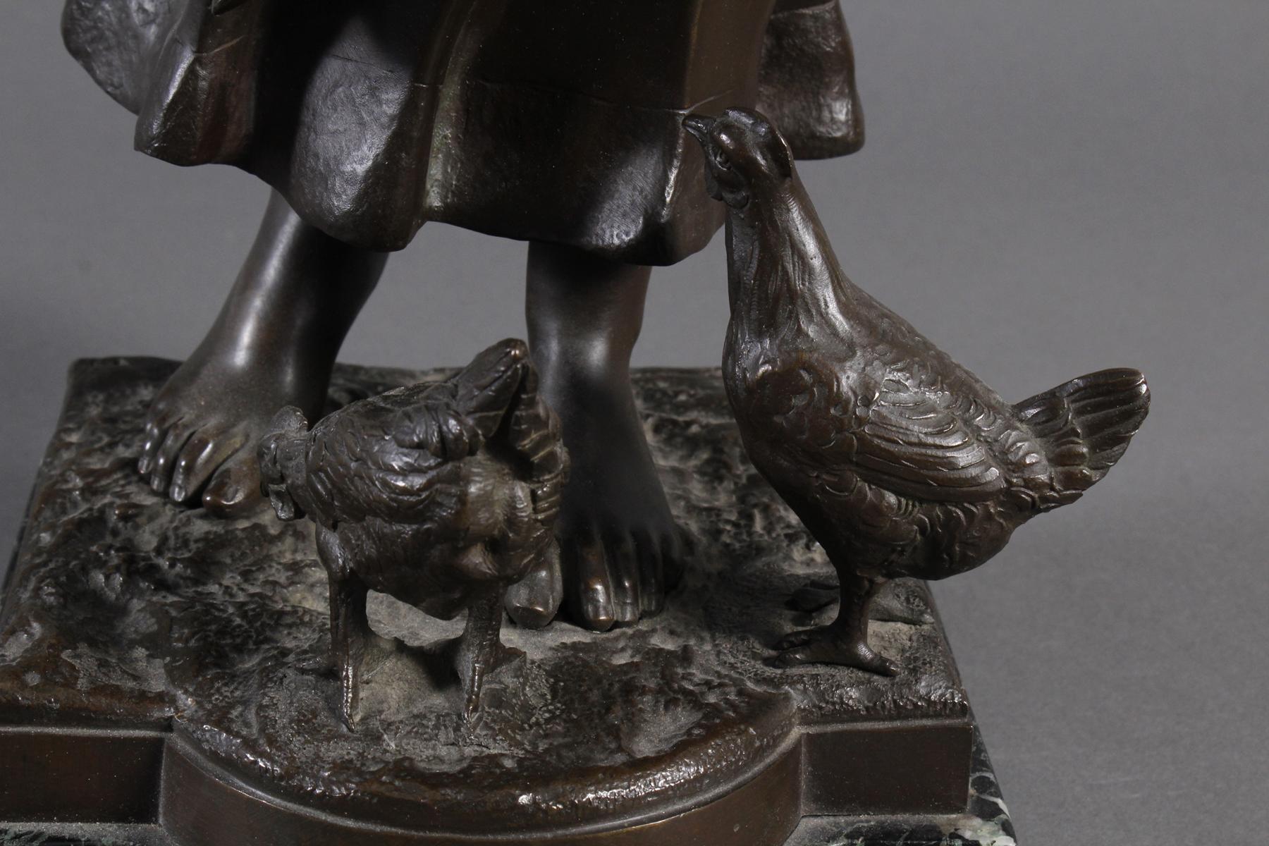 Mädchen beim Füttern mit Hühnern, Prahs, wohl französischer Bildhauer-3