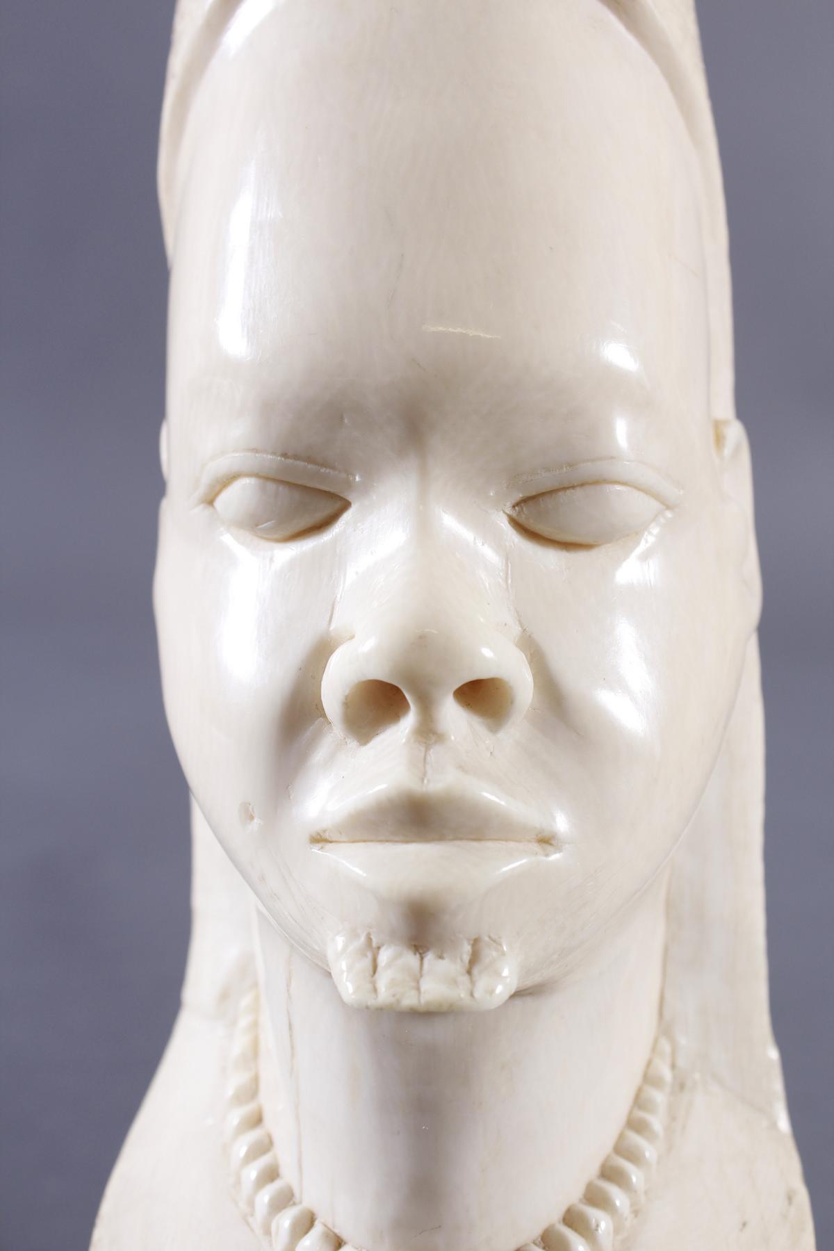 Elfenbeinschnitzerei, Frauenkopf, Afrika um 1925-6
