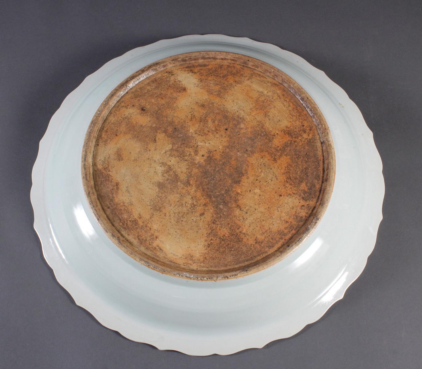 Große Porzellan-Rundplatte, China wohl 20. Jahrhundert-5