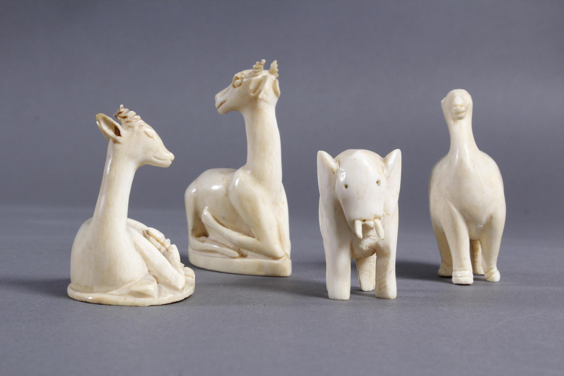 Vier unterschiedliche Elfenbein Tiere, Afrika um 1930-3