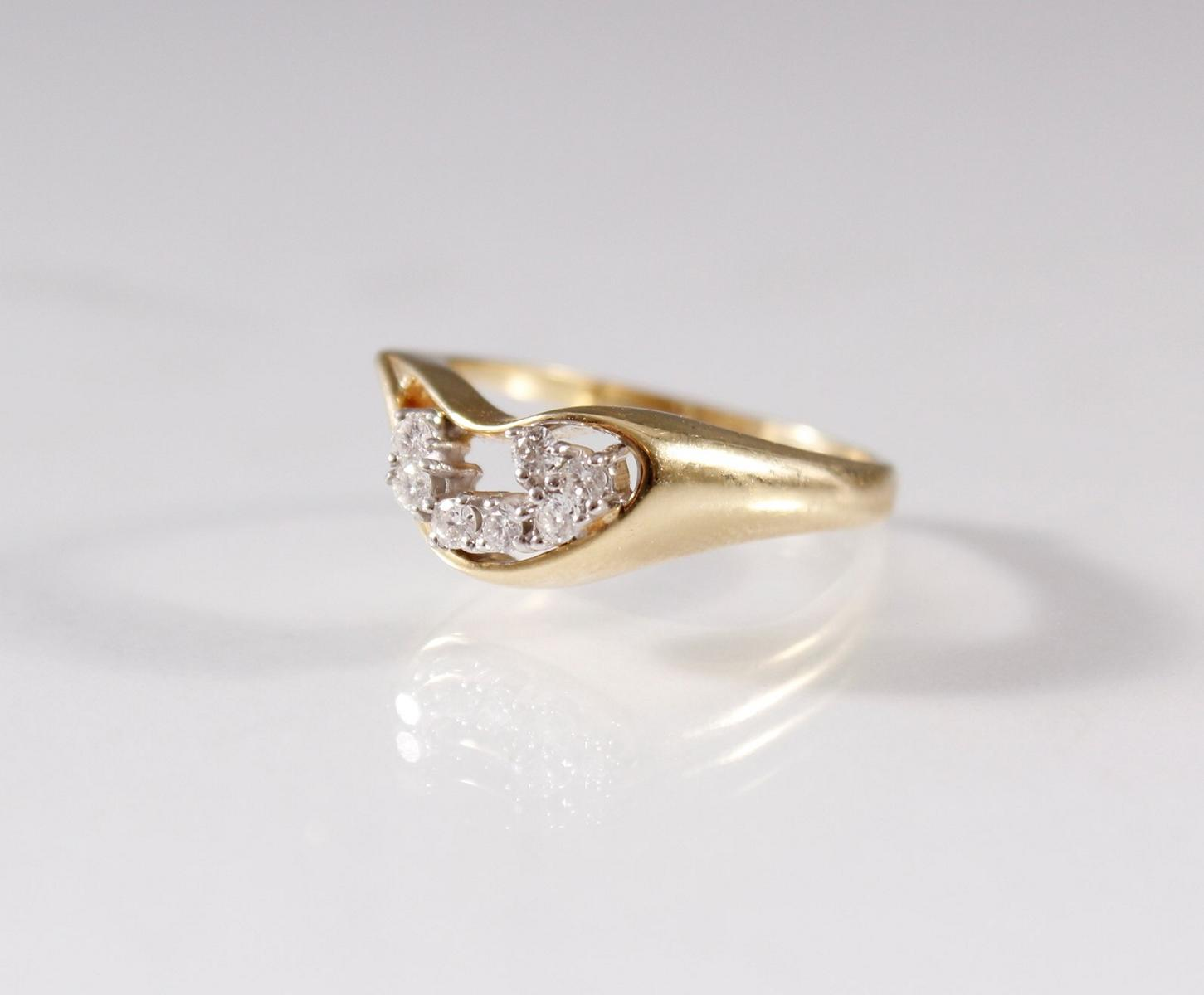 Damenring mit Diamanten , 8 Karat Gelbgold