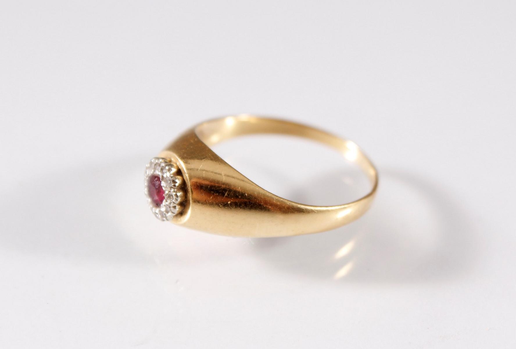Damenring mit Diamanten und Rubin , 18 Karat Gelbgold-2