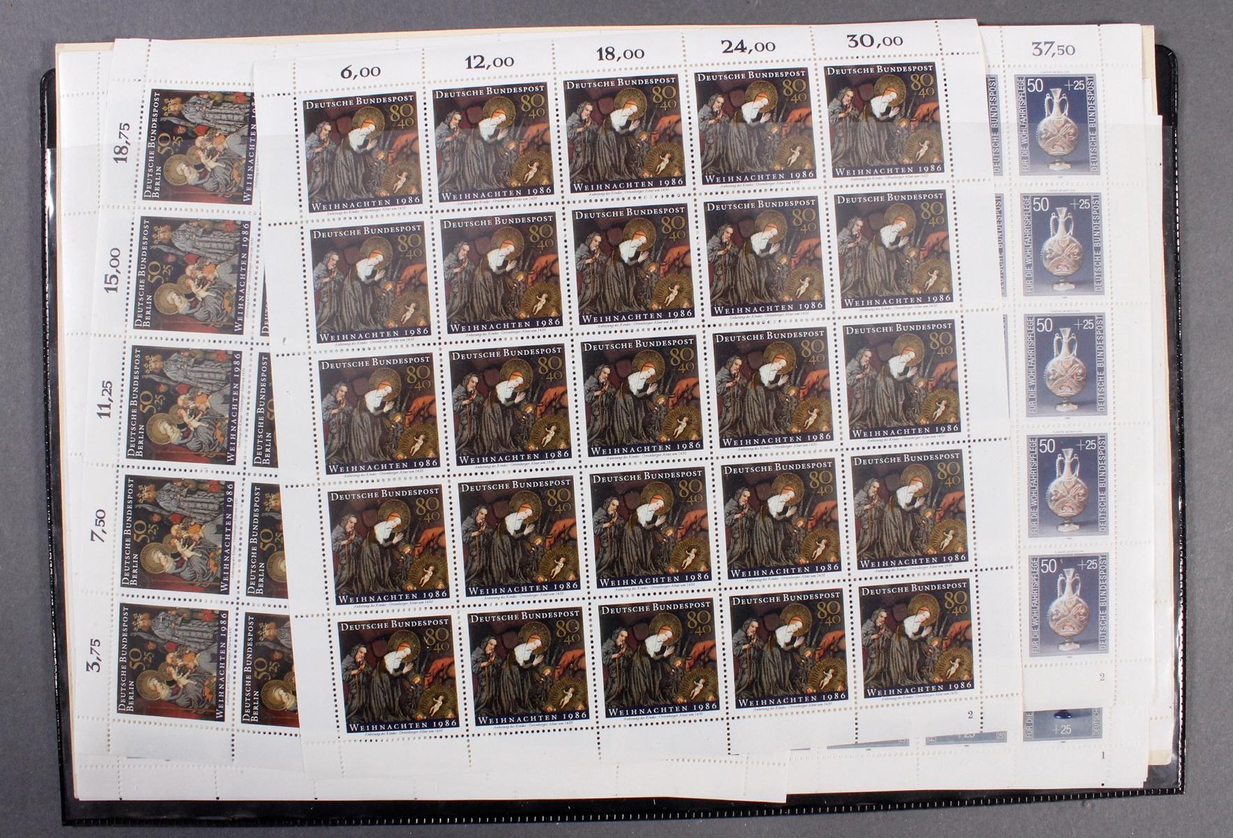 Kleines Briefmarkenalbum THE TRIUMPH STAMP ALBUM-3