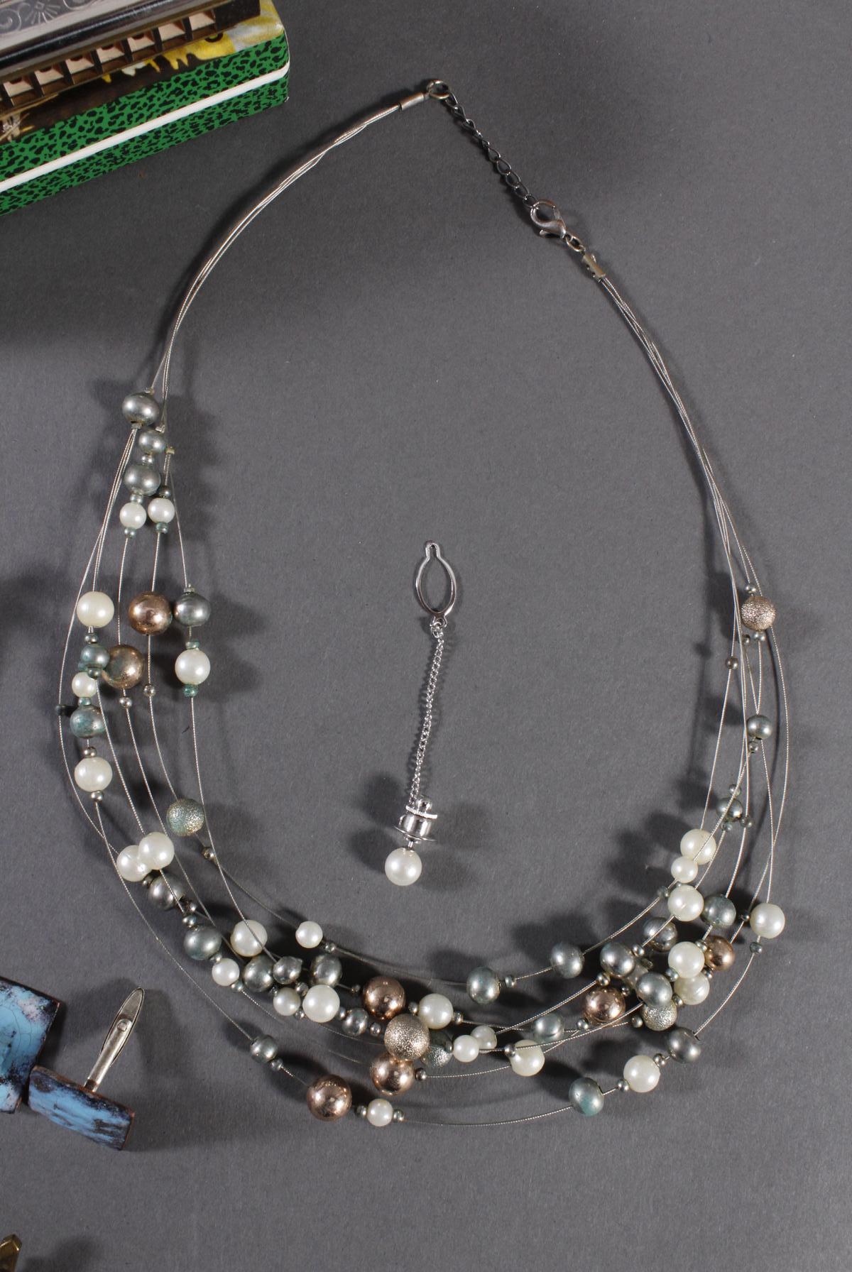 Schmuckschatulle mit Reichsbanknoten, Perlenkette, silberne Serviettenringe und Modeschmuck-5