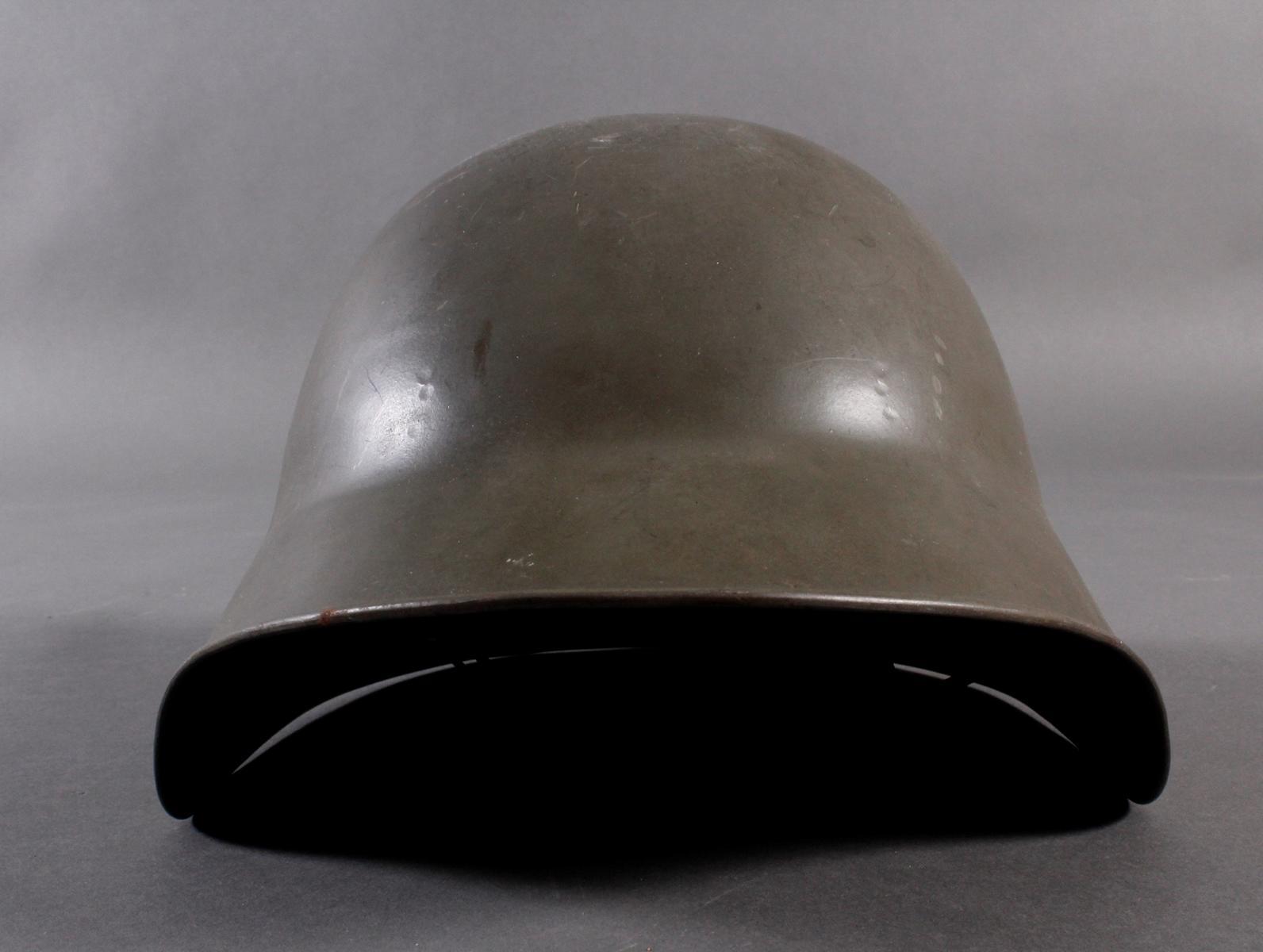 Stahlhelm und Seitengewehr-7