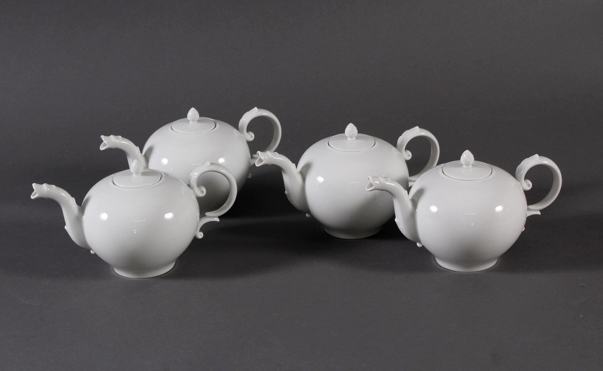 Vier kleine Porzellan-Kannen, Höchst