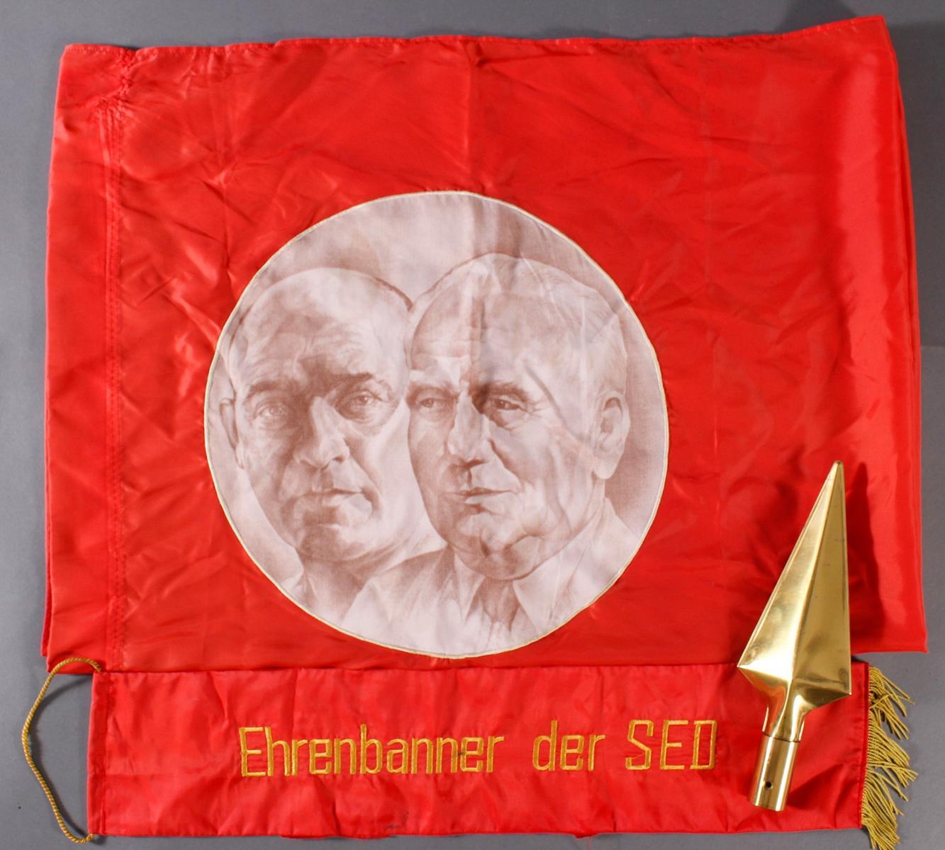 Ehrenbanner der SED